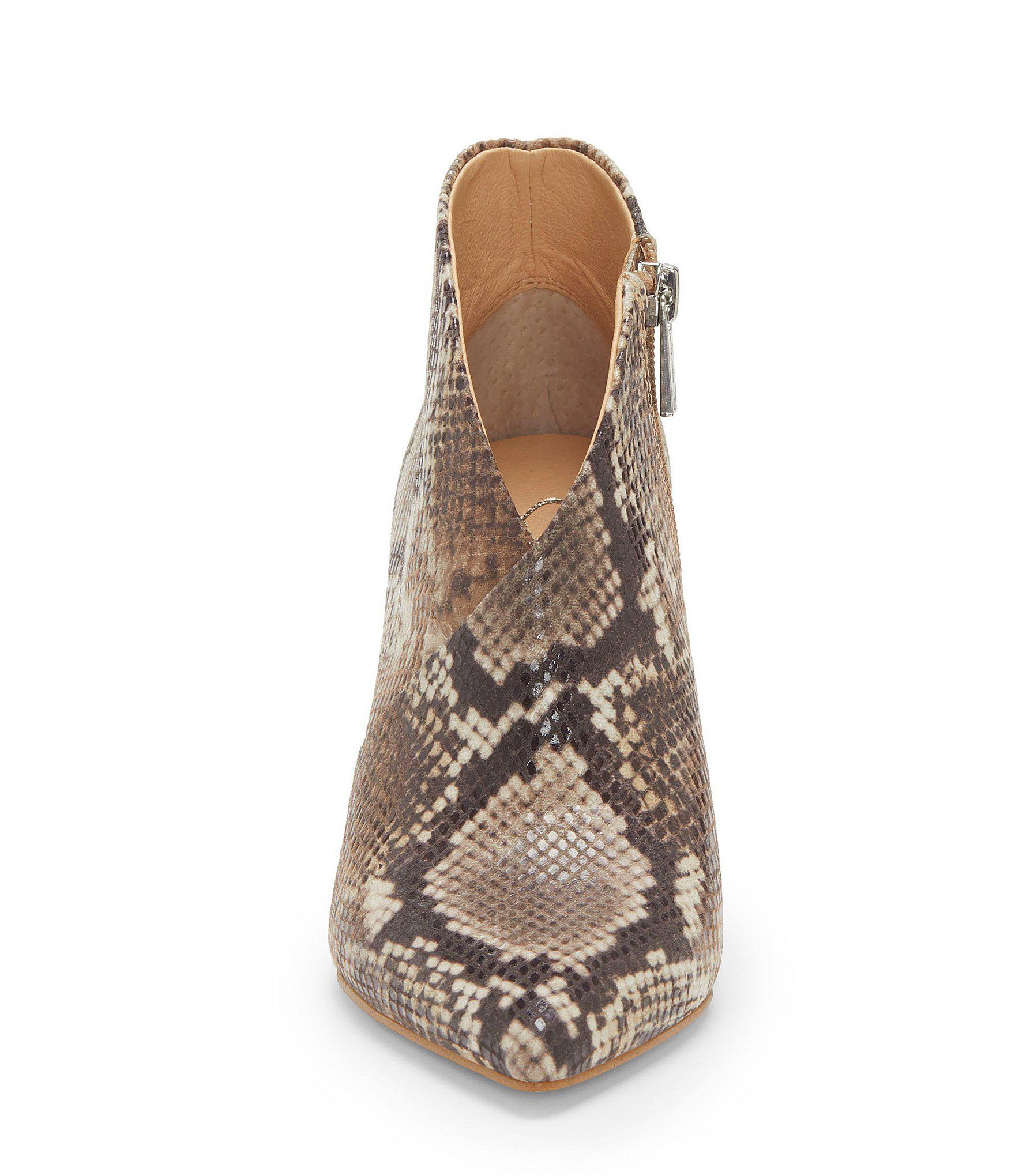 2d9a36aafe5 Lyst - Jessica Simpson Layra Envelope Snake Print Shooties