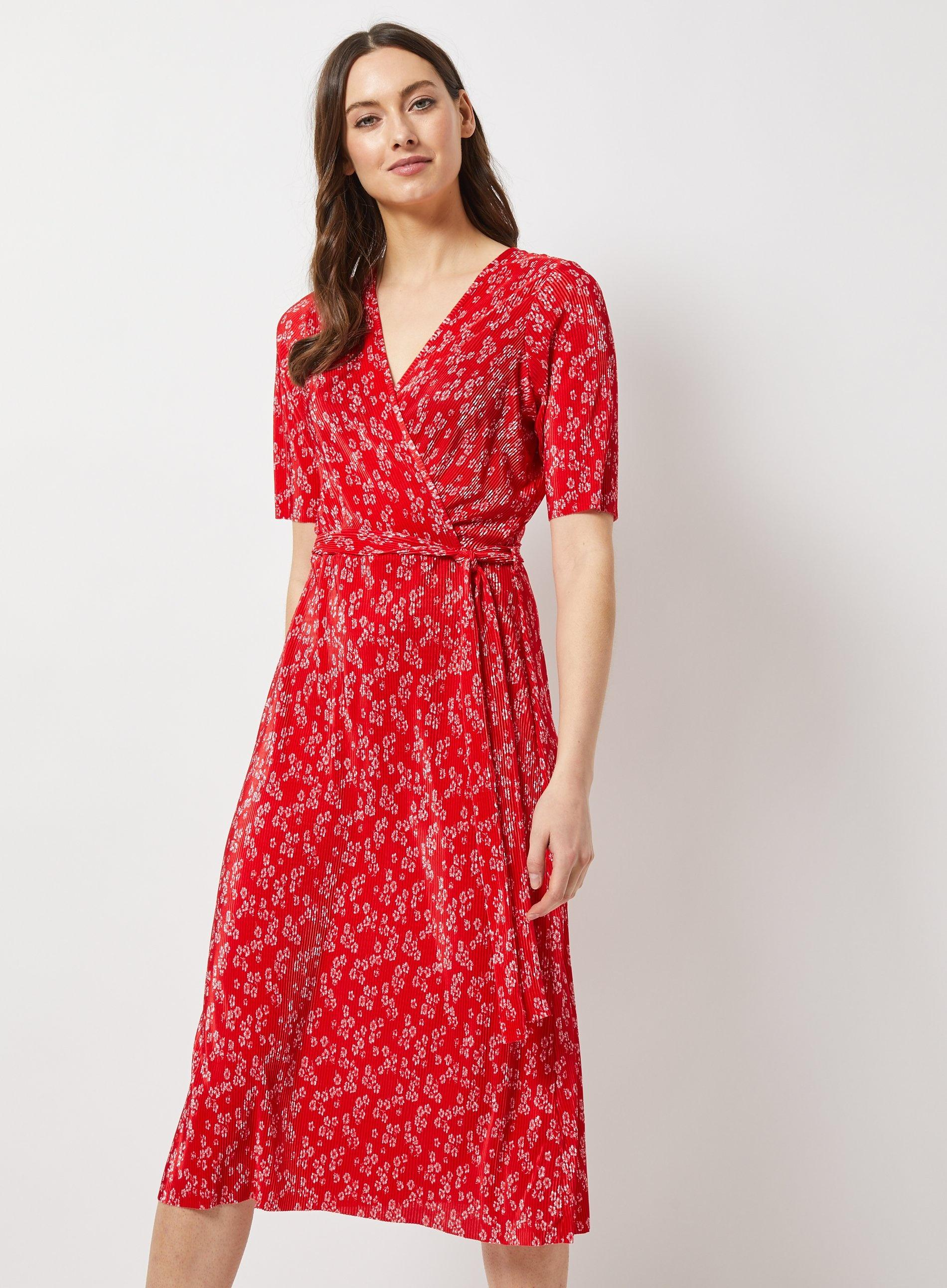 b06ccb79bbbaf Dorothy Perkins - Red Ditsy Print Plisse Midi Dress - Lyst. View fullscreen