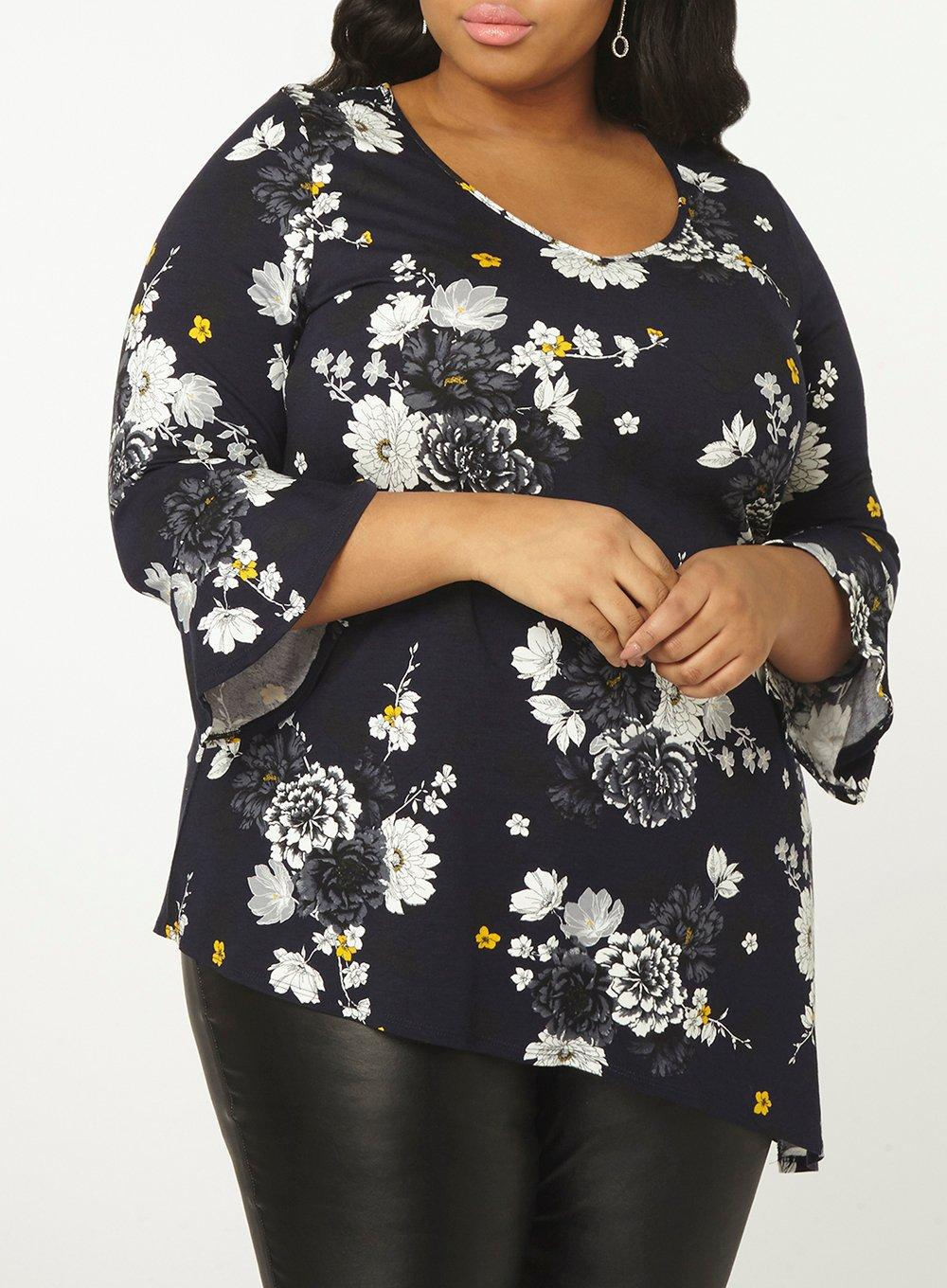 c9bf24bb83ae Dorothy Perkins Dp Curve Navy Floral V-neck Tunic Top in Blue - Lyst