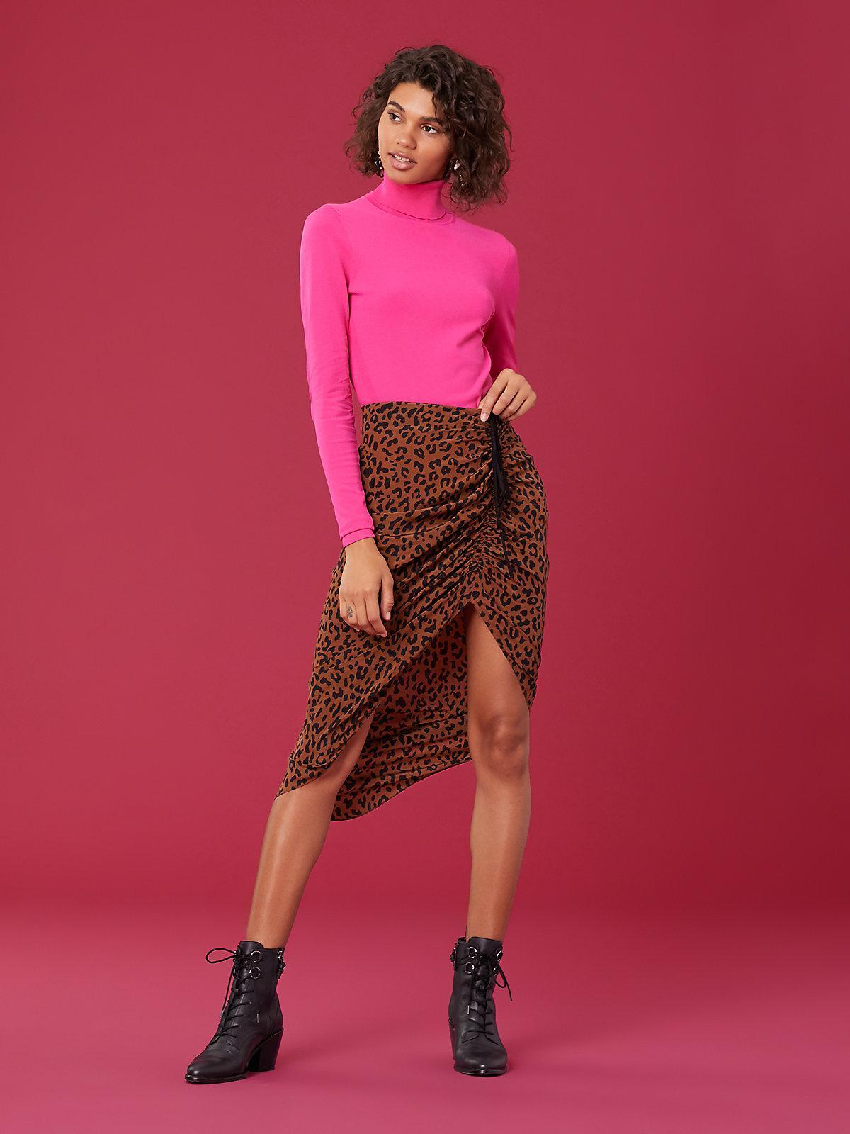 b5f449405 Diane von Furstenberg. Women's Crepe Ruched Pencil Skirt
