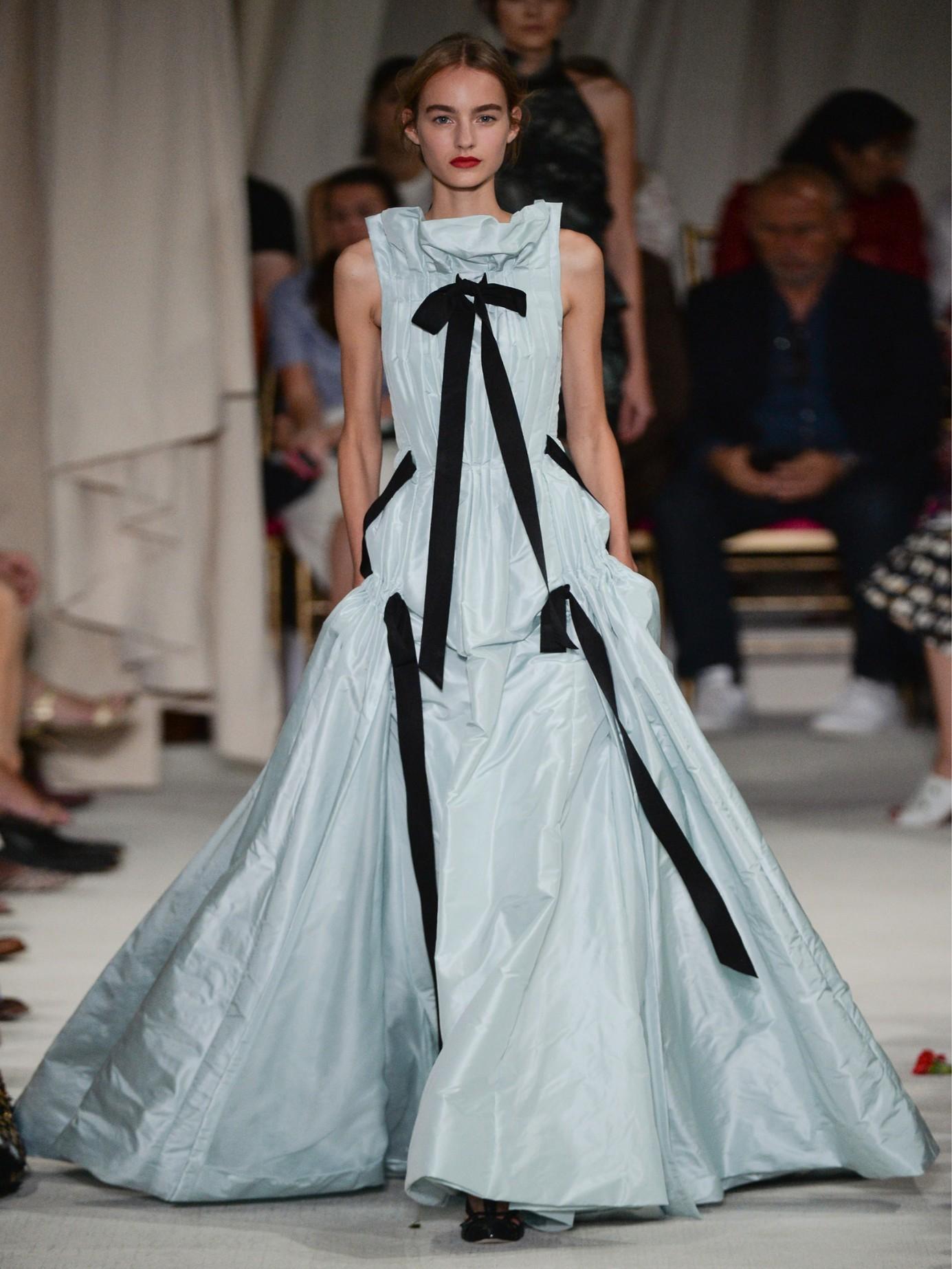 Lyst - Oscar De La Renta Bow-detail Ruffle-trimmed Silk-taffeta Gown ...
