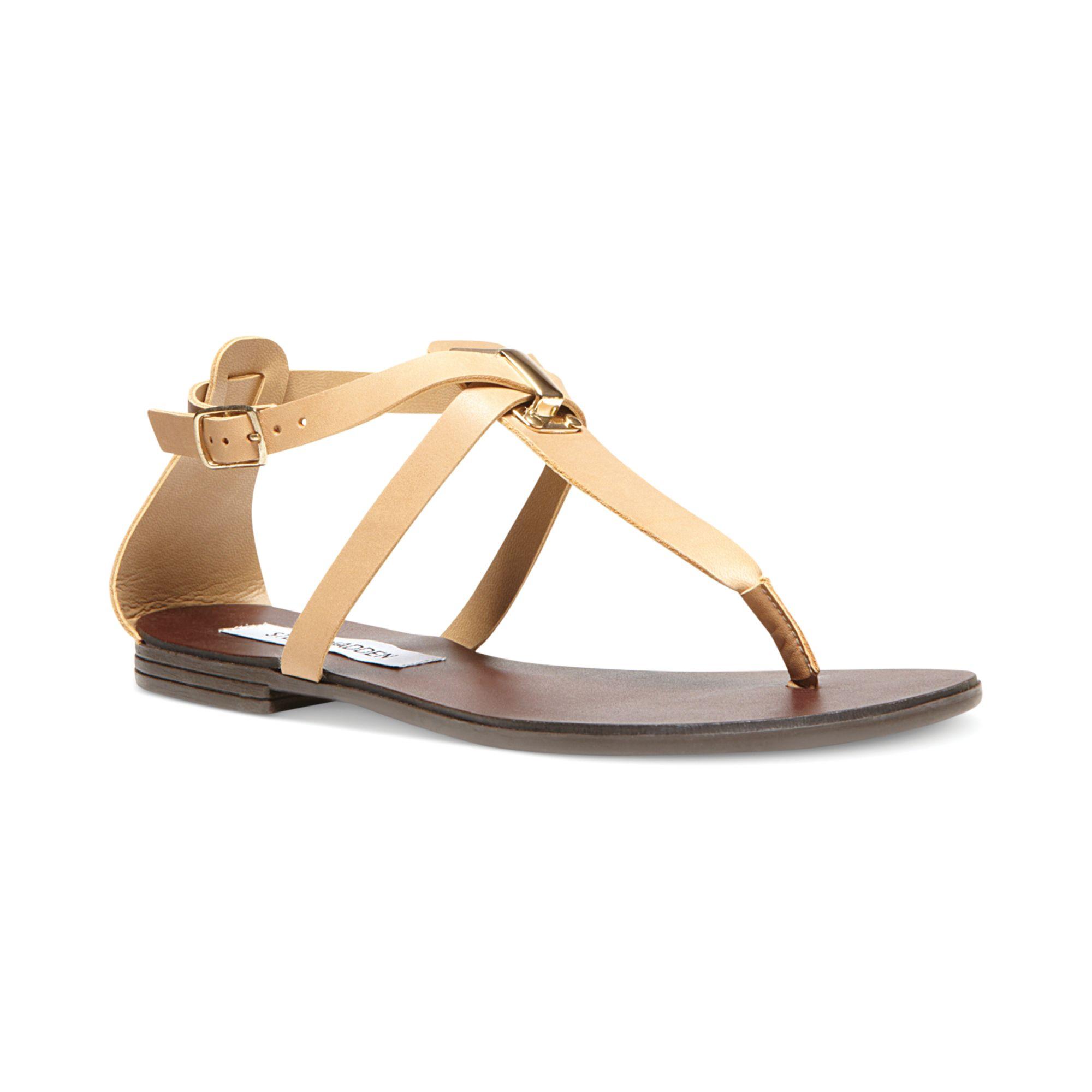 lyst steve madden kween flat thong sandals in natural. Black Bedroom Furniture Sets. Home Design Ideas