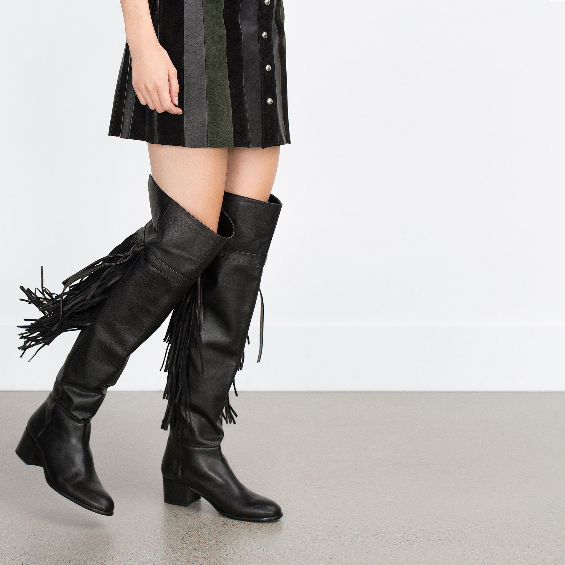 Zara Flat Leather Boots With Fringe in Black | Lyst