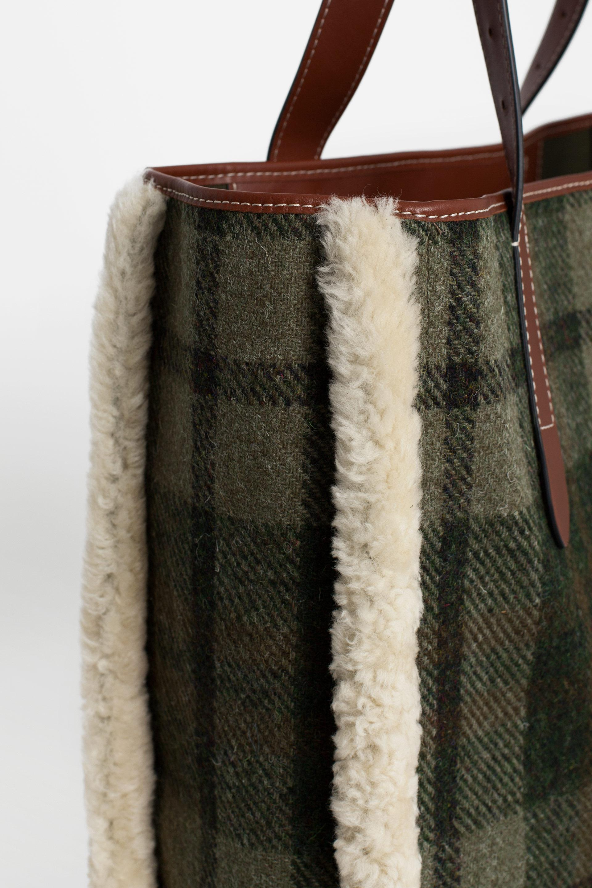 e4a7458a4f31 JW Anderson Shearling Trimmed Checked Harris Tweed Tote - Lyst