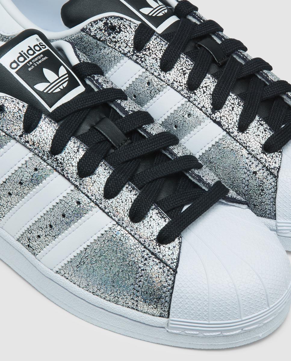 Adidas Superstar Silver Leather Trainers con brillante acabado metalico