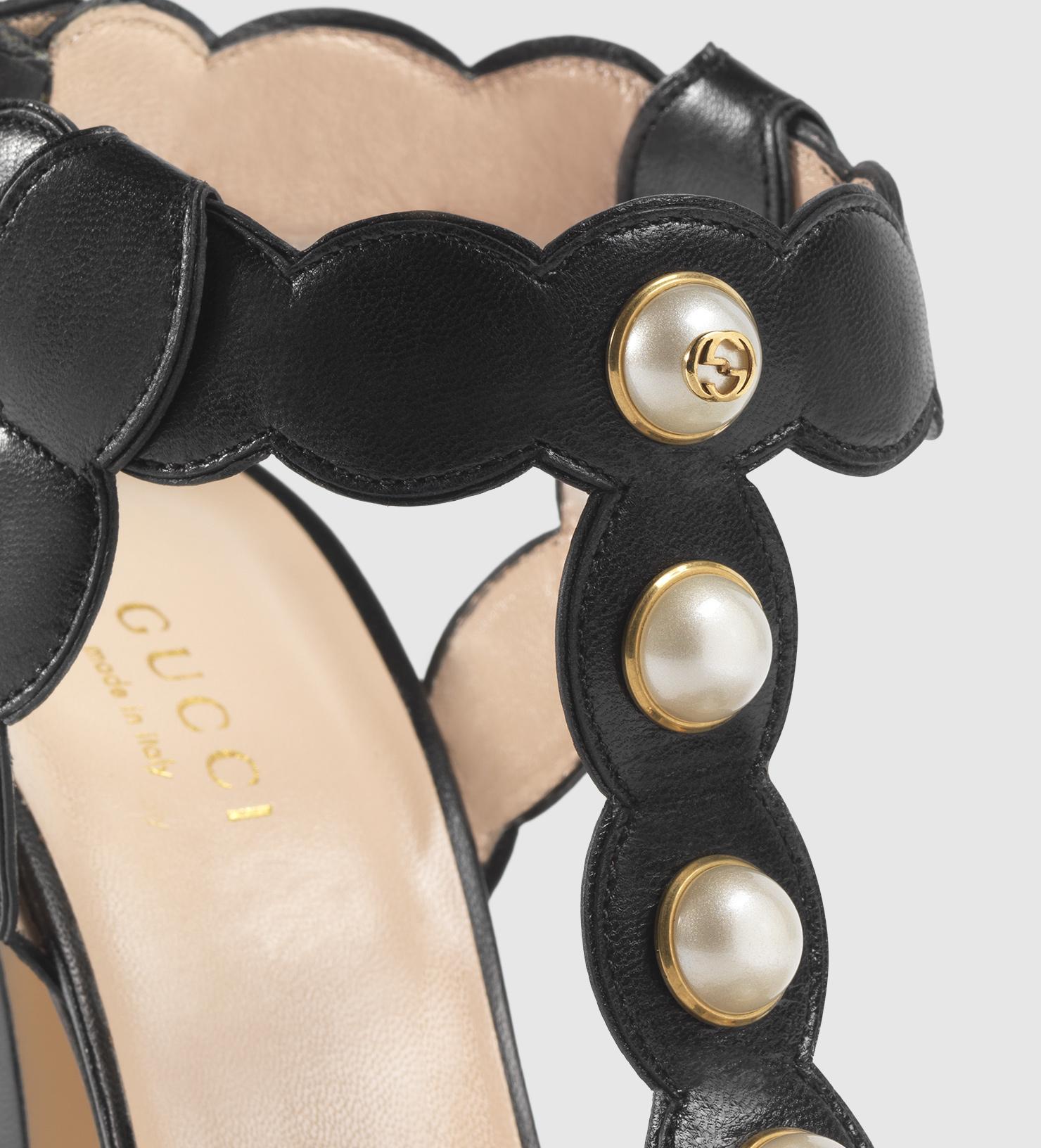 8b4db054da8cab Gucci Willow Leather T-strap Sandal in Black - Lyst