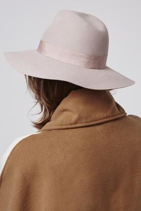 Lyst - TOPSHOP Wide Brim Fedora Hat in Natural 158105b6f91