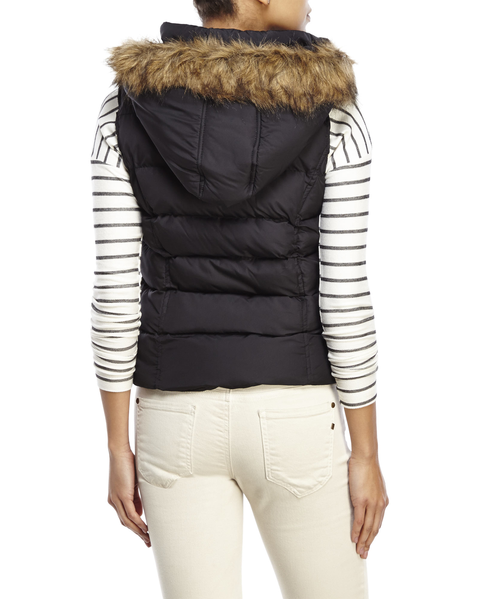 Versatile Puffer Vests Typically quilted with a smooth shell, puffer coats offer cozy linings, sometimes fleece, and performance insulation. More body conscious than a parka, this jacket is the perfect choice for casual events and running around town.