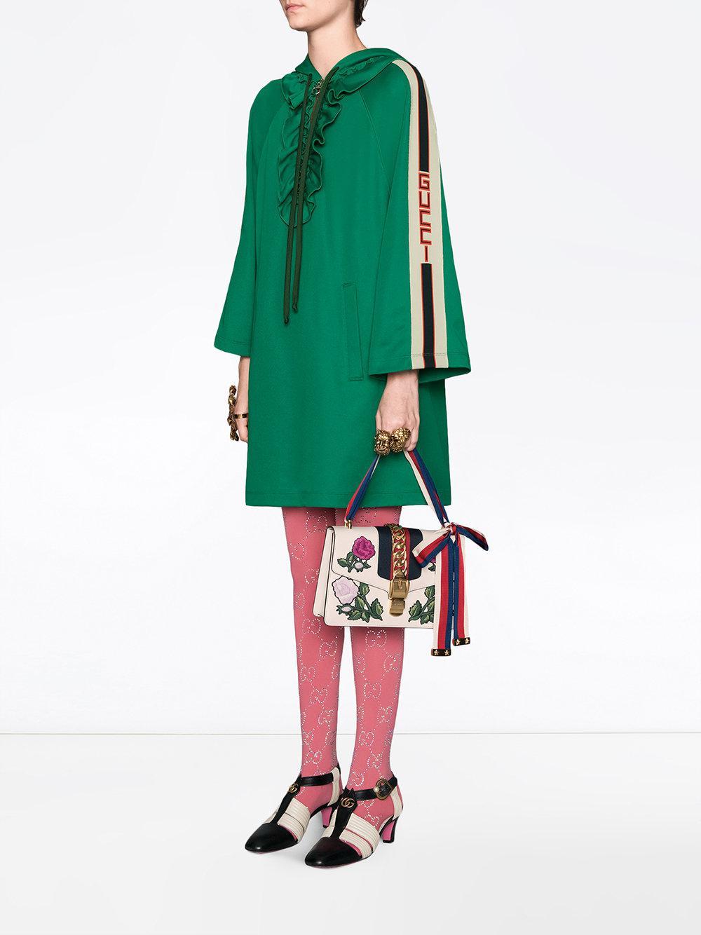 5cfd22193ee Lyst - Sac à épaule Sylvie petite taille avec broderies Gucci en coloris  Blanc