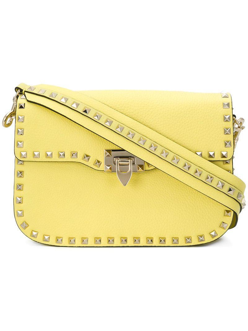 16173461543 Lyst - Sac porté épaule Rockstud Valentino en coloris Jaune
