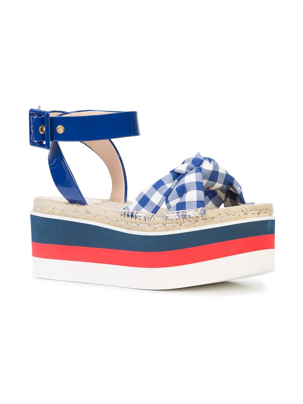 295327b486ea50 Gucci - Blue Gingham Flatform Sandals - Lyst. View fullscreen