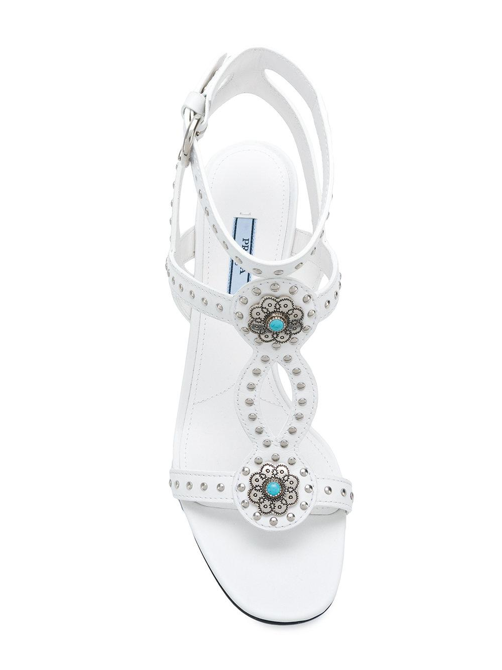 638c3a7064a Lyst - Sandales à détails de clous Prada en coloris Blanc