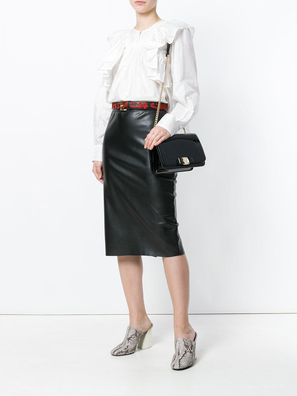 0531455696 Lyst - Ferragamo Vara Shoulder Bag in Black