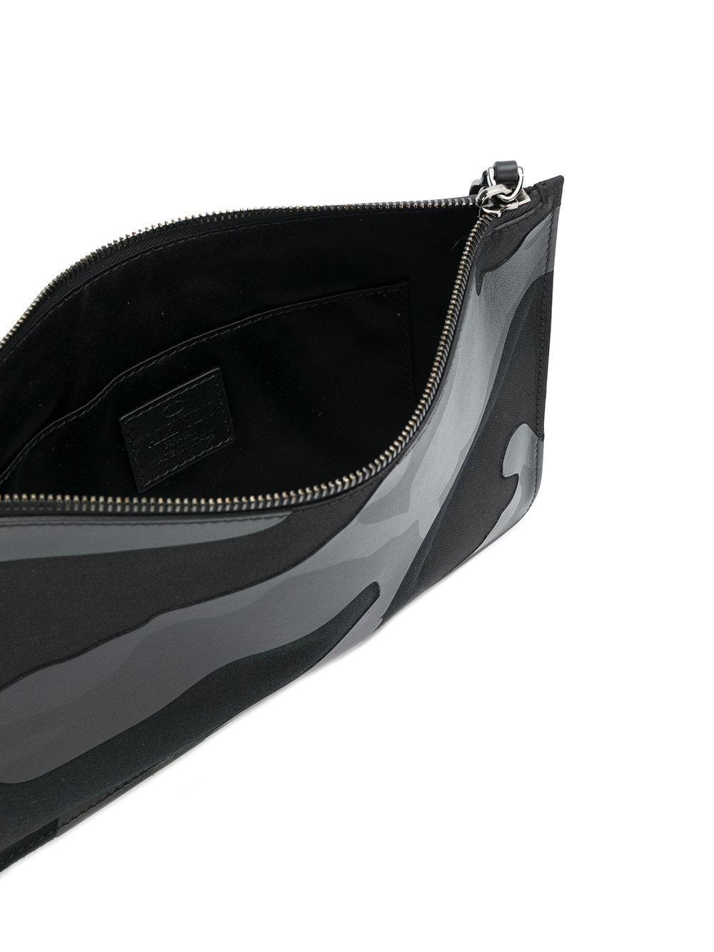 tonal camouflage clutch - Black Valentino ynQ4O1A5