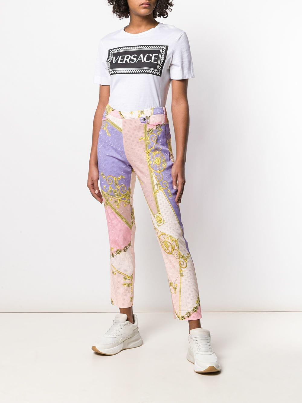 4c20c5a42f48 Lyst - Pantalon droit imprimé Versace en coloris Rose