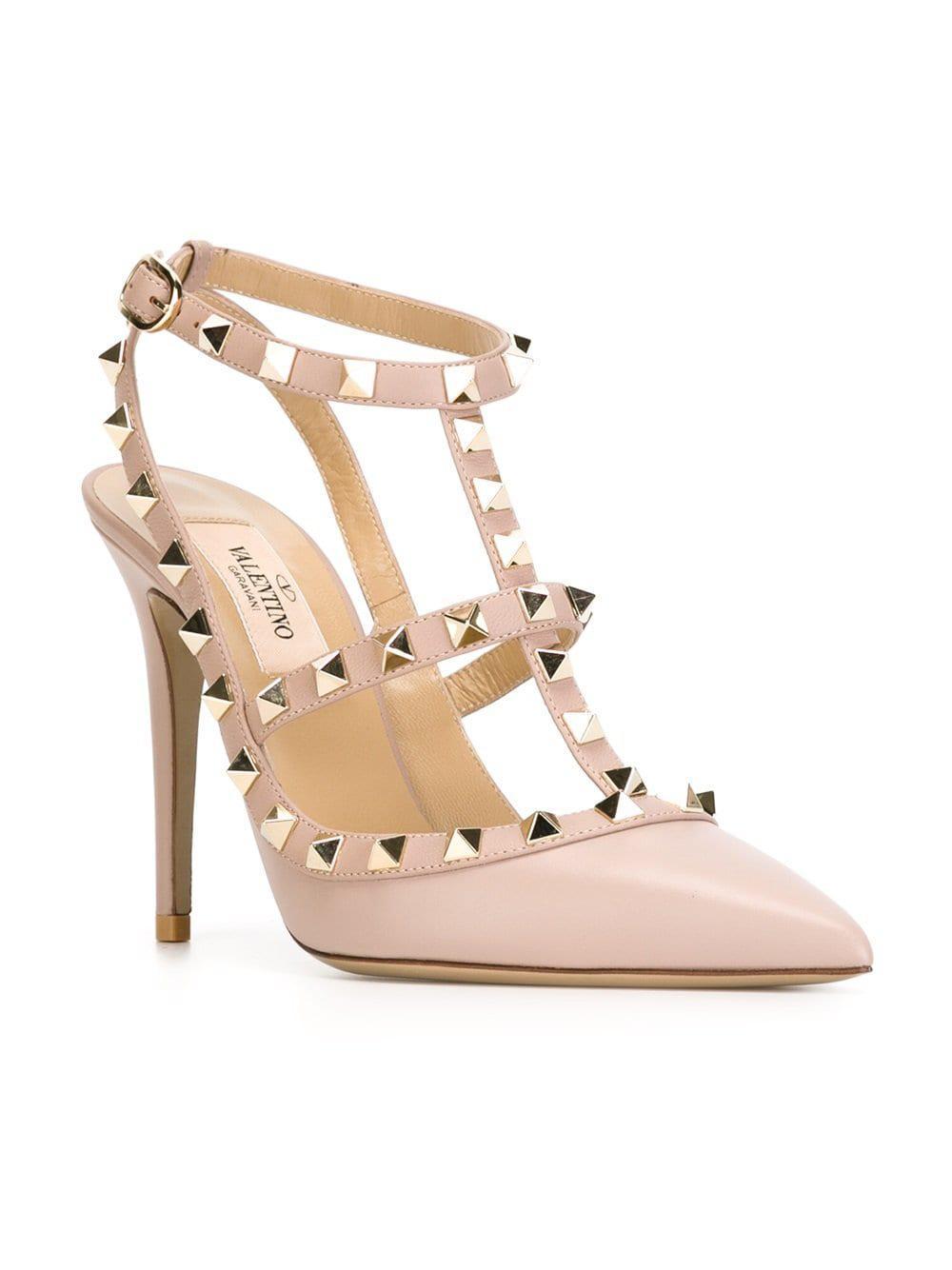 d18bbcba38e2 Lyst - Valentino Garavani Rockstud Pumps in Pink