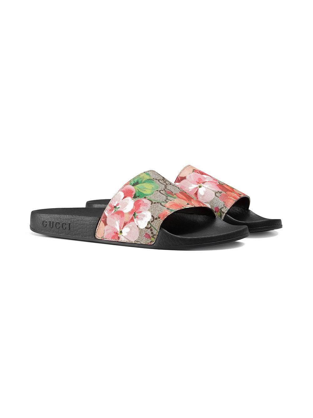 6f12d850178 Gucci GG Blooms Supreme Slide Sandals in Black - Lyst