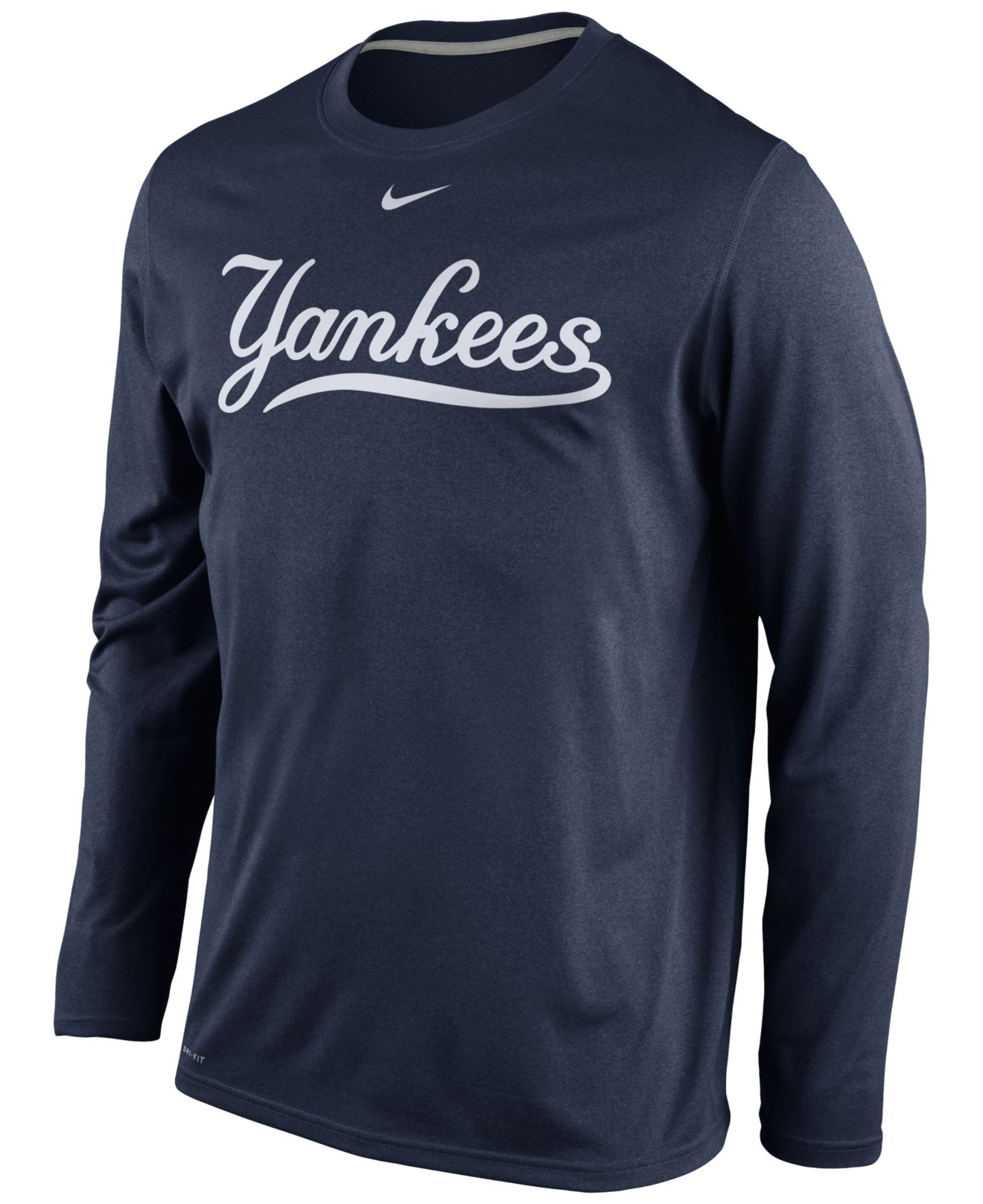 Cut from cotton jersey, this men's New York Yankees T-shirt by MLB makes for a comfortable add to game-day staples. The tee keeps casual with a crew neck and short sleeves. The tee keeps casual with a crew neck and short sleeves.