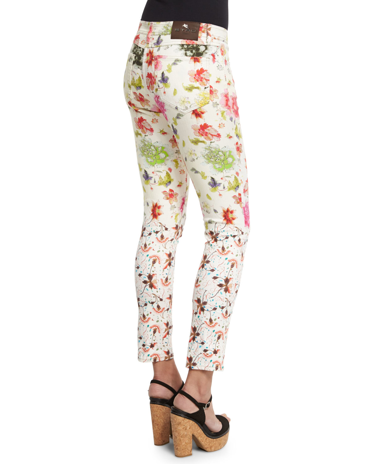 Floral printed jeans and pants are everywhere right now. I think J Brand has my favorite pair to date but if you're on a tight budget or haven't found the perfect print, why not DIY your own? Which, of course, was my thought exactly! I have about 3 pairs of white jeans, thanks to some of the.