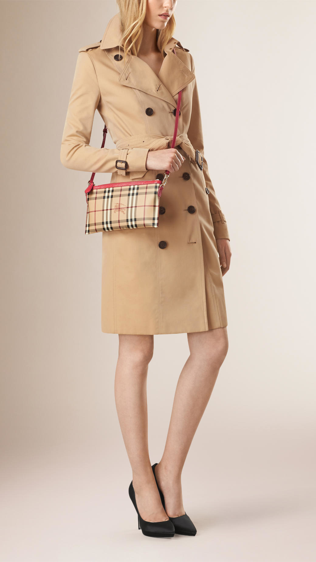64532c972aff Lyst - Burberry Haymarket Check Clutch Bag in Natural