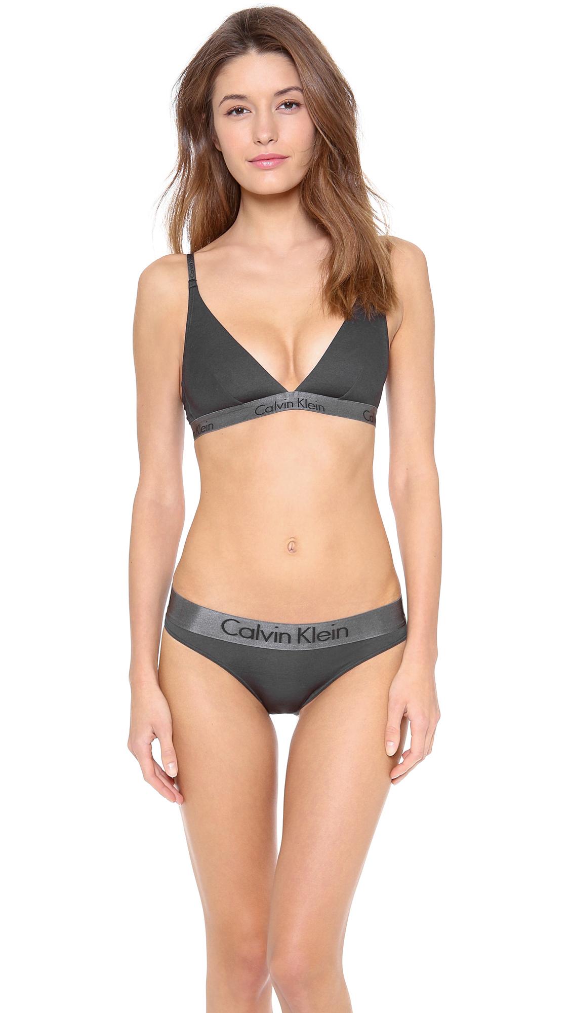 1ddd33e9d4f240 Lyst - Calvin Klein Dula Tone Convertible Triangle Bra in Black