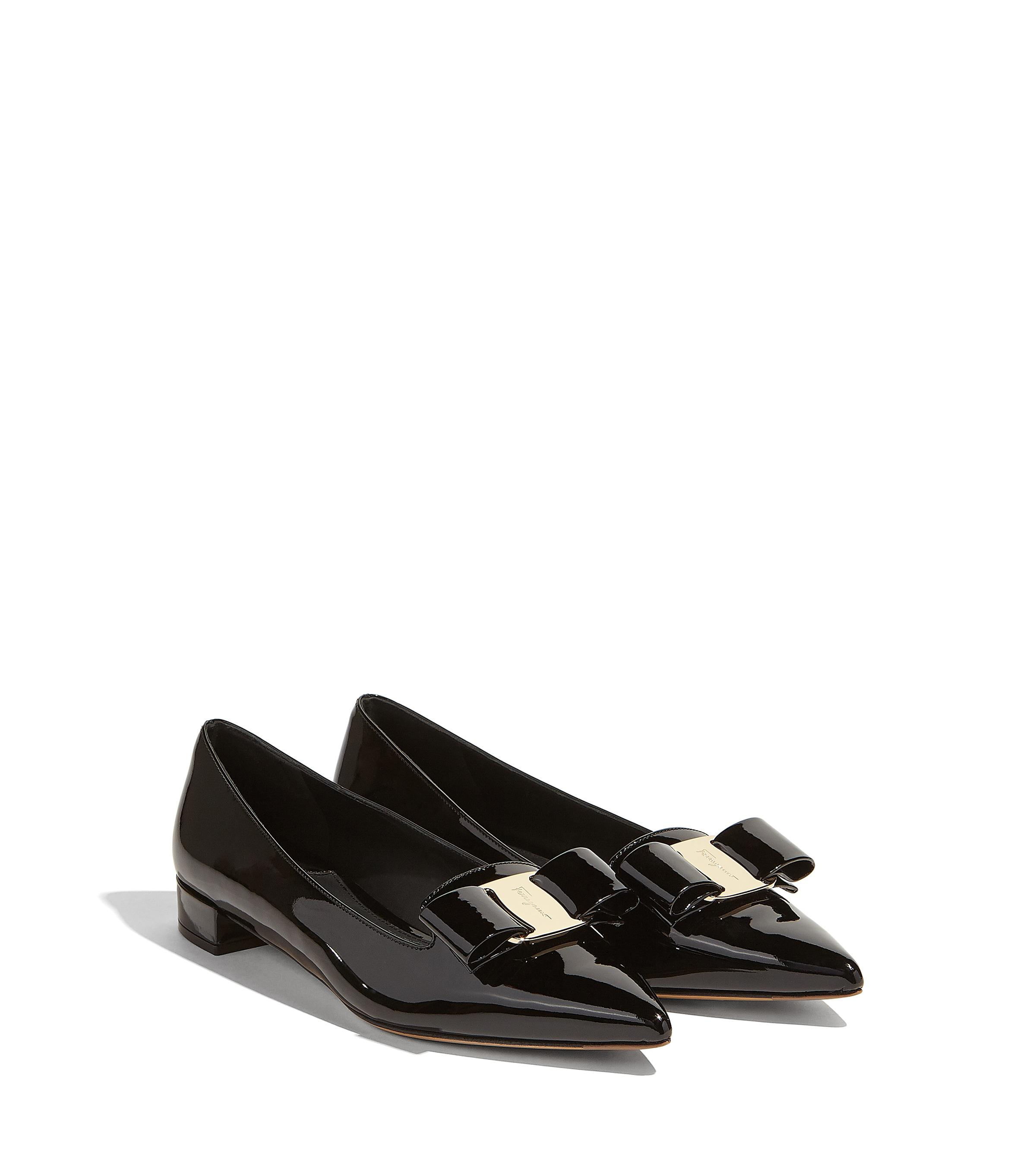 d59968327ad4 Lyst - Ferragamo Big Vara Bow Pump Shoe in Black