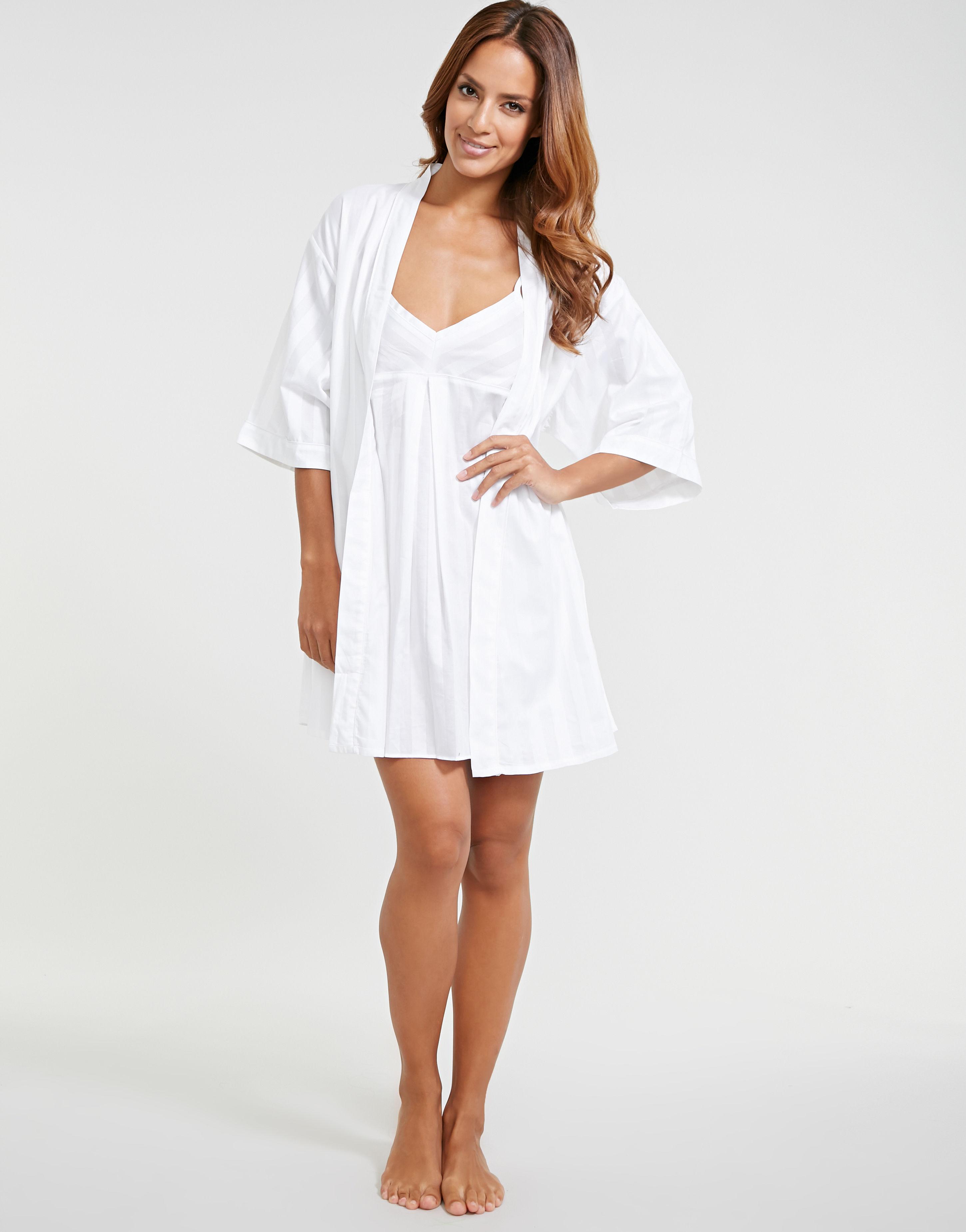 Bodas Cotton Nightwear Short Robe in White - Lyst 834b7b872