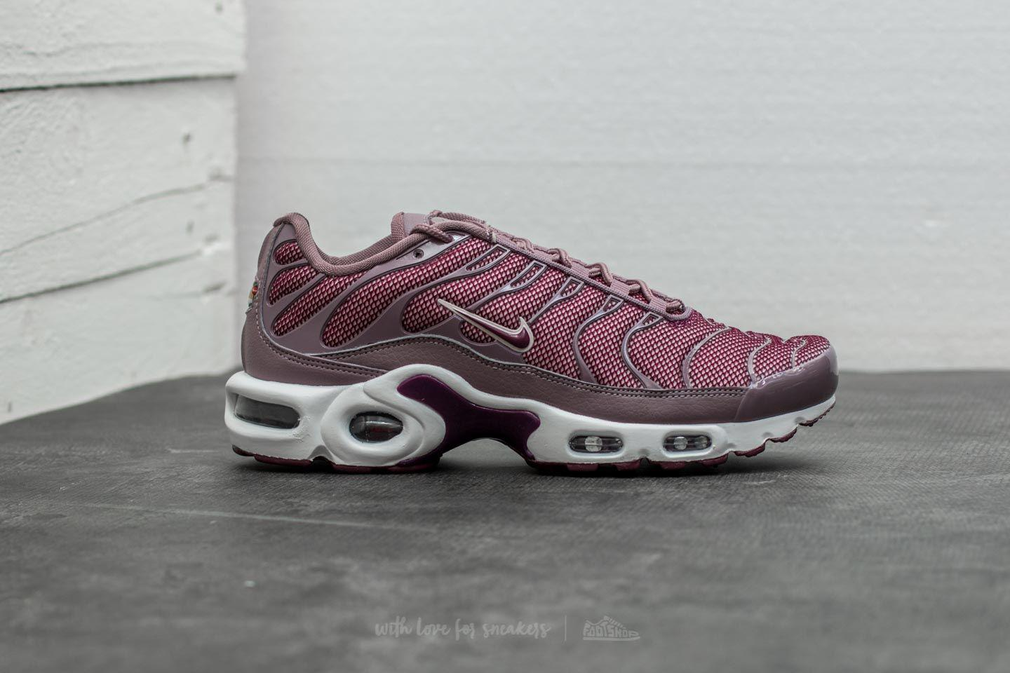 0593a0ae6ca1 Gallery. Previously sold at  Footshop · Women s Nike Air Max ...