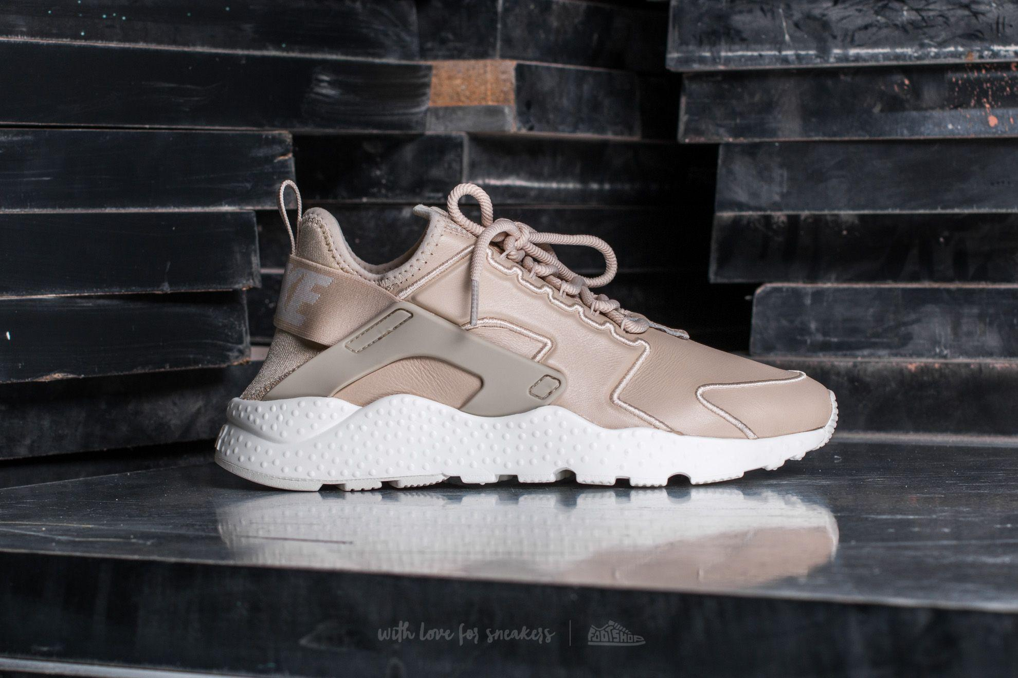 best sneakers 4a9a6 879e6 Gallery. Previously sold at Footshop · Womens Nike Air Huarache ...