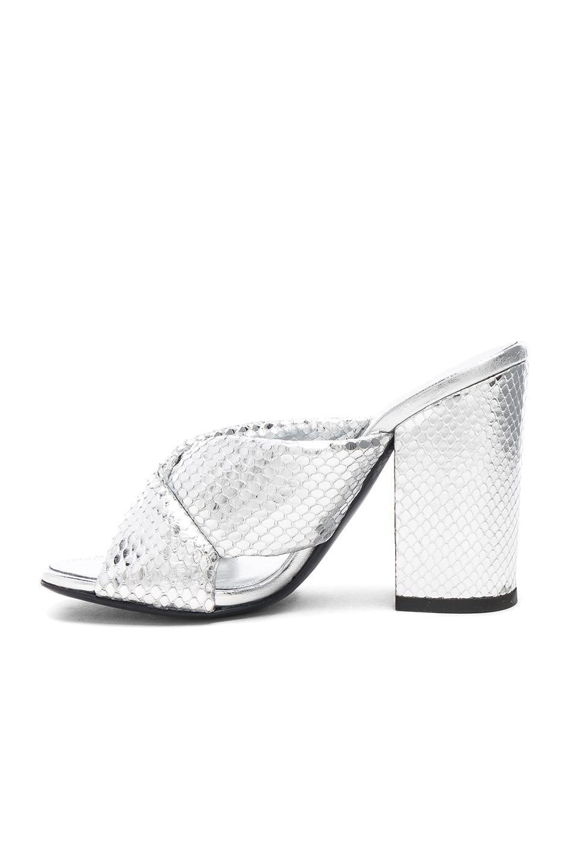 ALUMNAE Snakeskin Embossed Leather Soft X Block Heels in Metallic . RU1z57EL