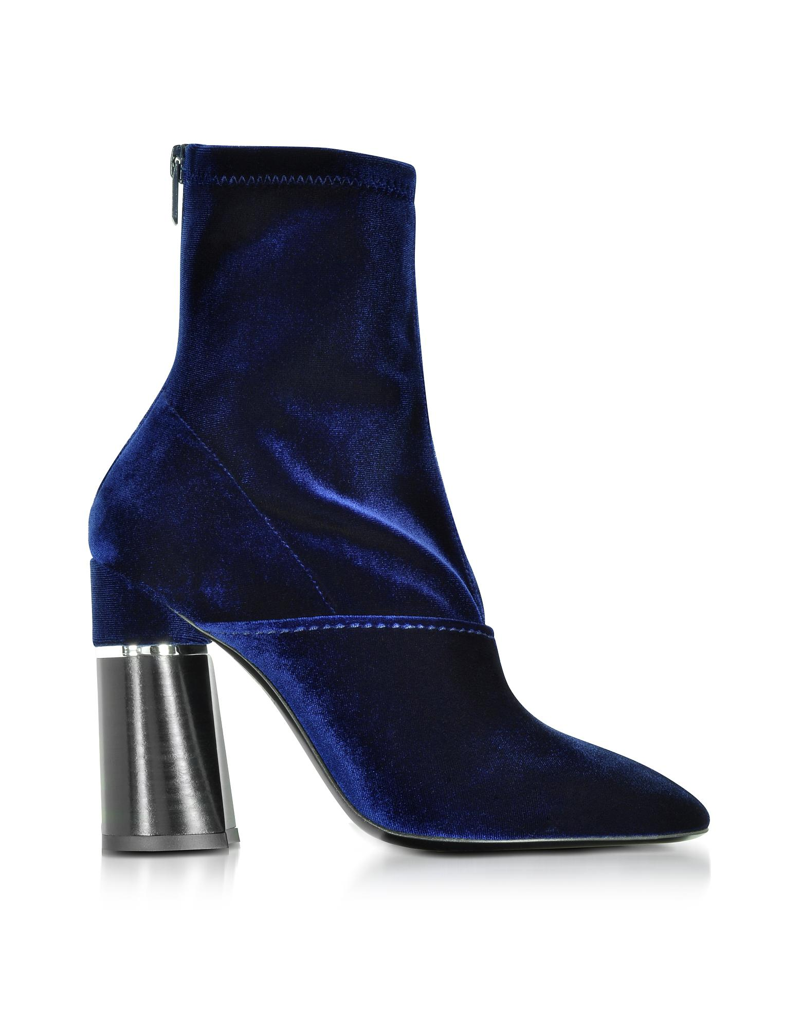 Royal blue ankle bootshas various designs one can choose any of it according to its outfit and occasion. You will get snow boots, stiletto, and sandals in this category. You will get snow boots, stiletto, and sandals in this category.