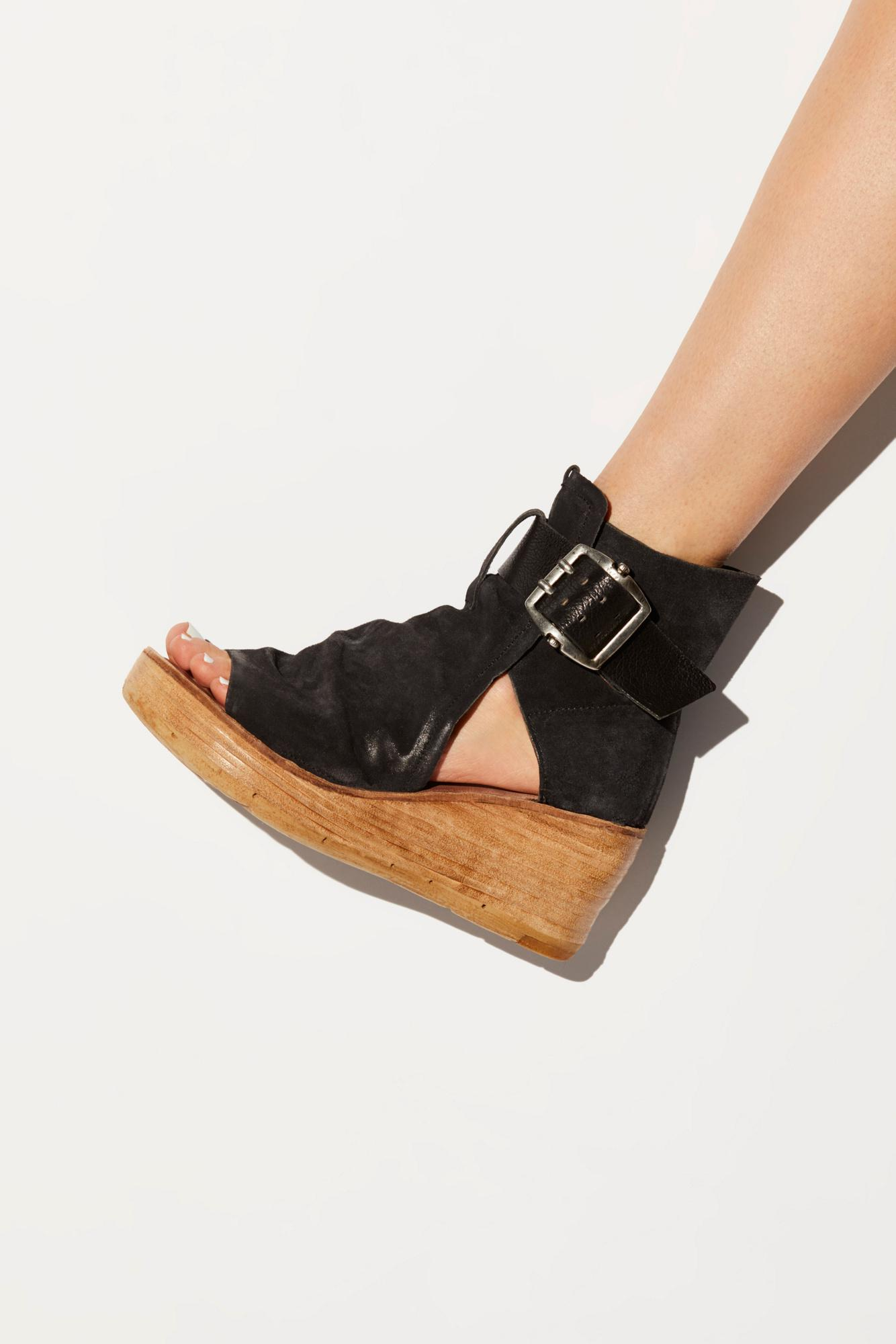 d60714ea84a2 Free People Anchor Wedge in Black - Lyst