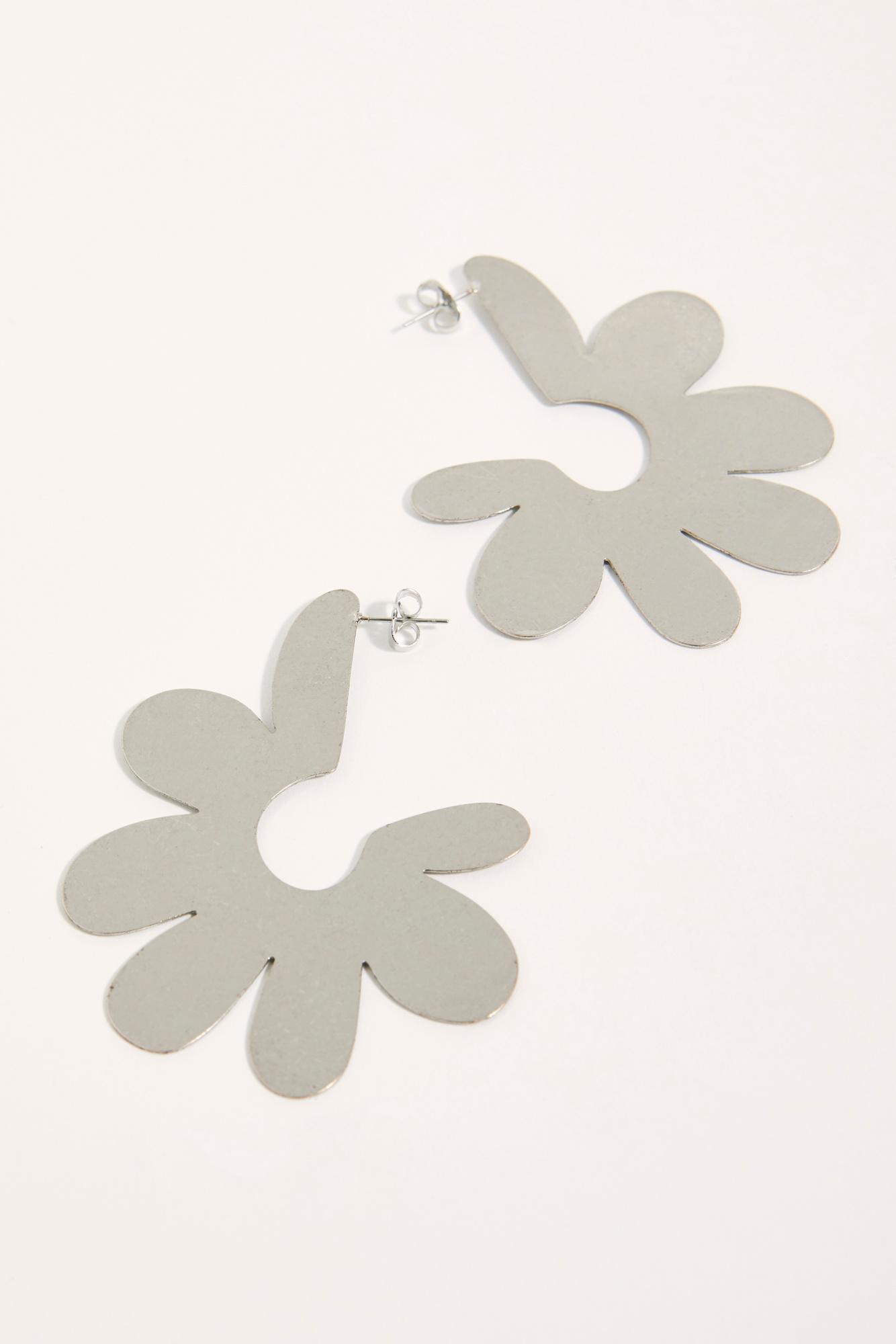 cd4402fe0 Free People Daisy Garden Hoop Earrings in Metallic - Lyst