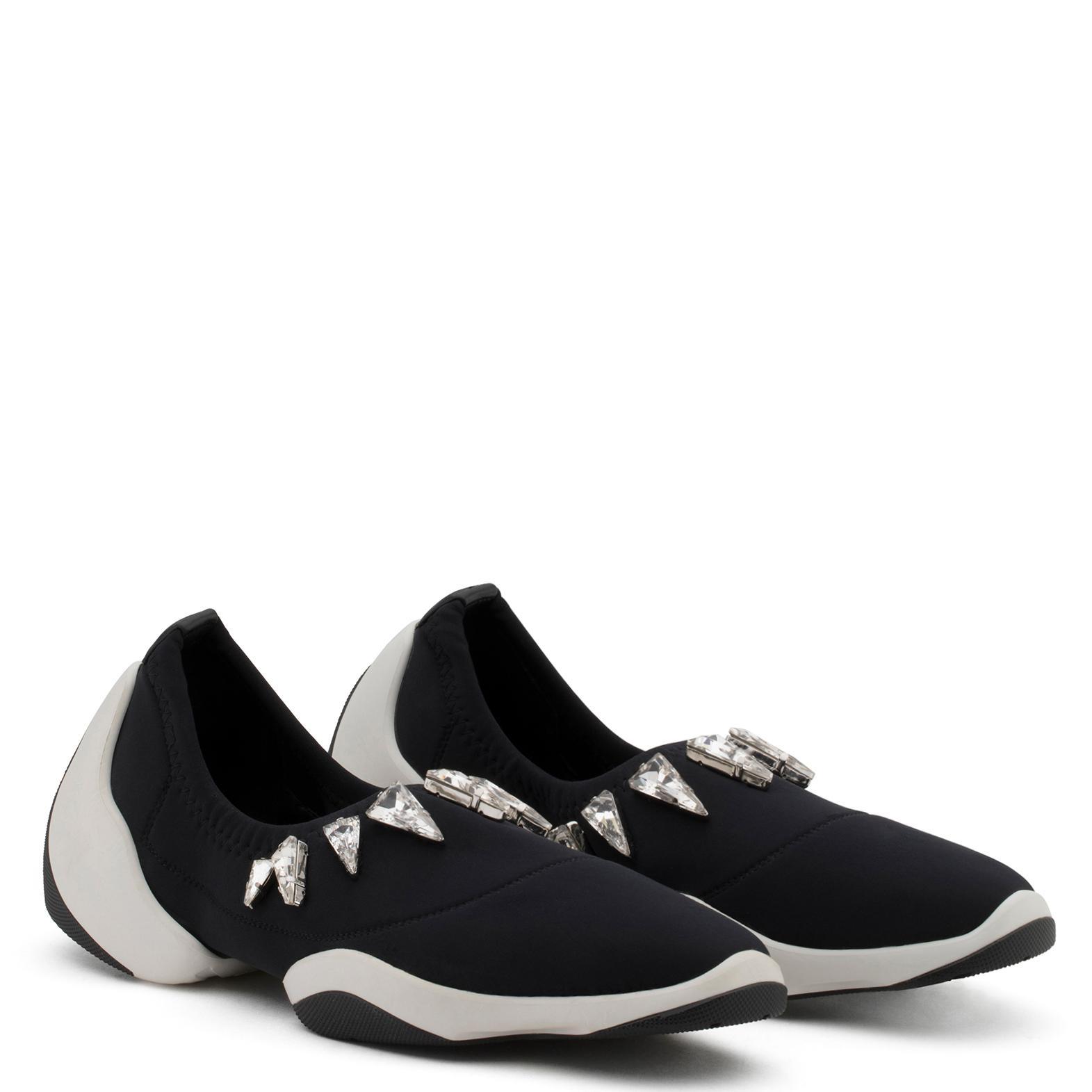 Lumière Design Saut Lts Giuseppe Zanotti Chaussures De Sport - Noir WdLyfz