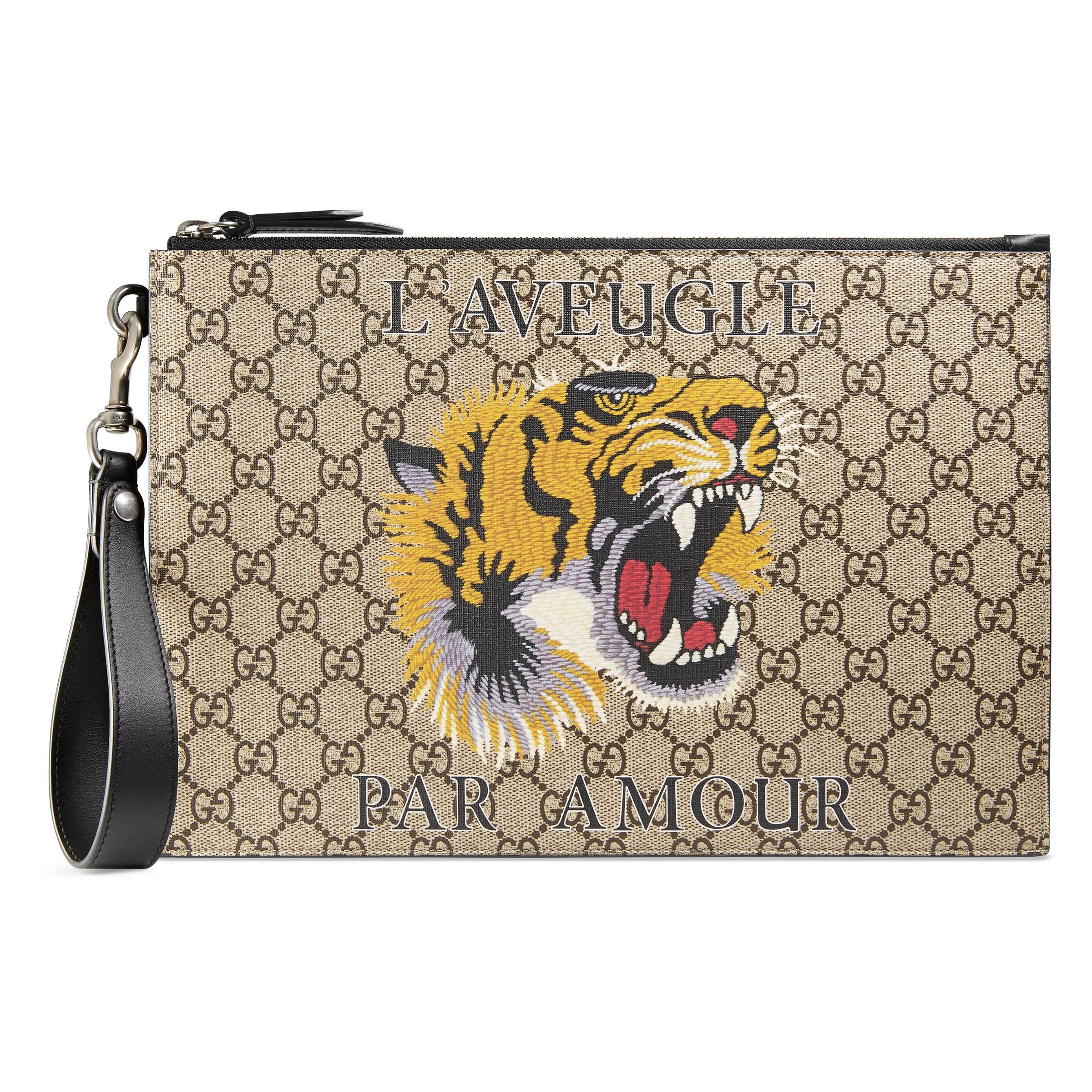 938e783da Cartera Neceser GG Supreme Estampado Tigre Gucci de hombre de color ...