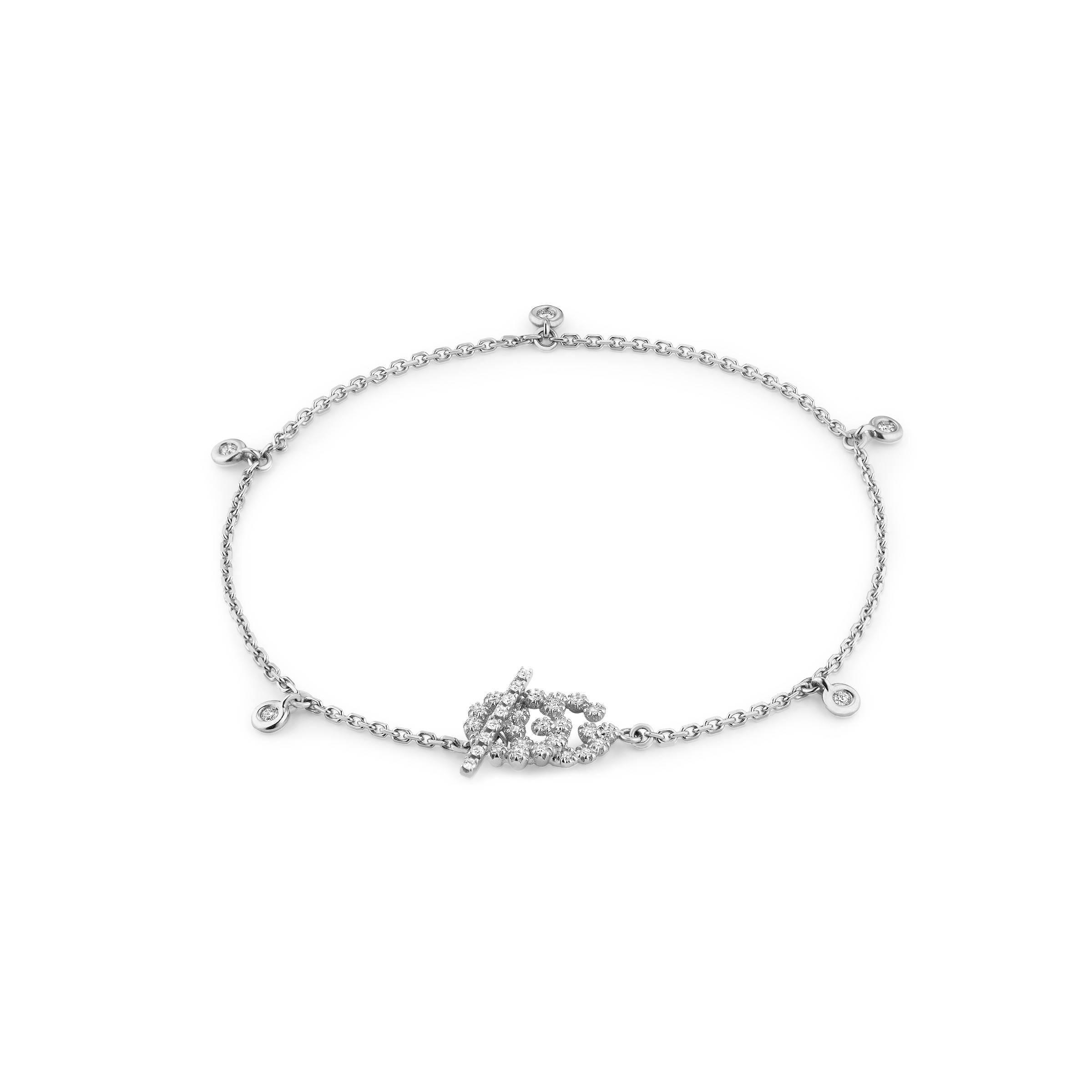 b9efa91a0 Gucci. Brazalete Doble G con Diamantes de mujer de color metálico