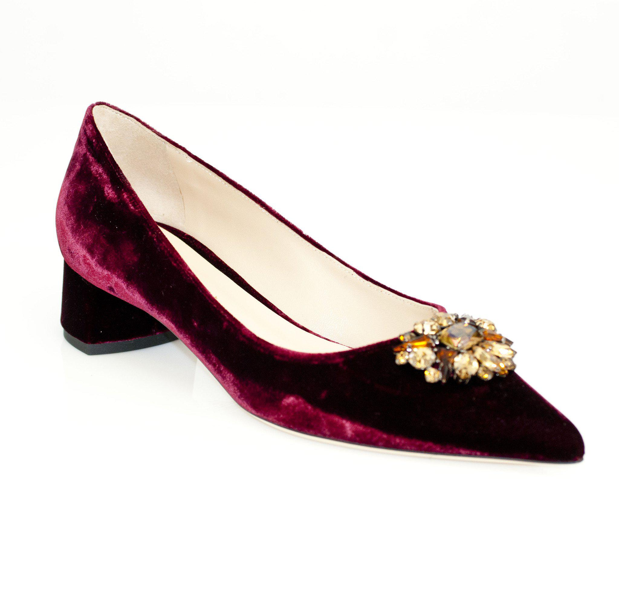 92848b13a4ba Deimille Low Block Heel Velvet Court in Red - Lyst