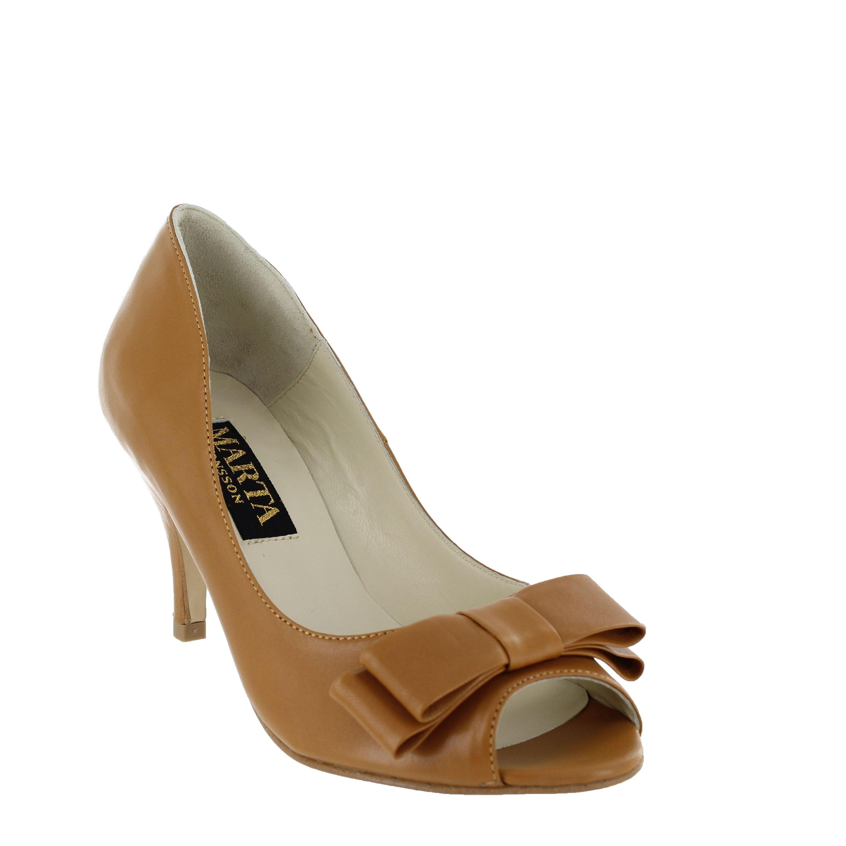 Tan Medium Heel Court Shoe