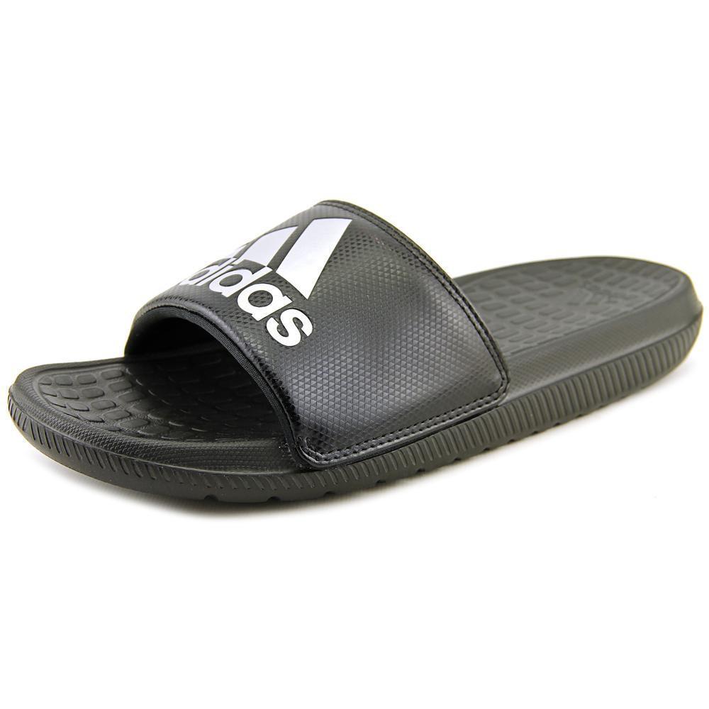 lyst adidas originali voloomix black diapositive sandalo nero per gli uomini.