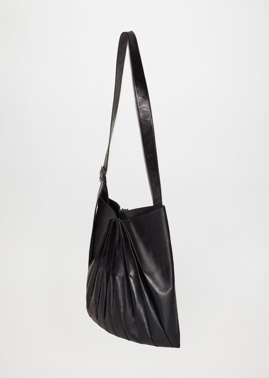 Lyst - Yohji Yamamoto Bellows Pleats Shoulder Bag in Black d6c9e73c12007