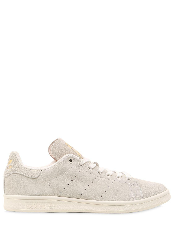 lyst adidas originali stan smith scamosciato sneakers in naturale per gli uomini