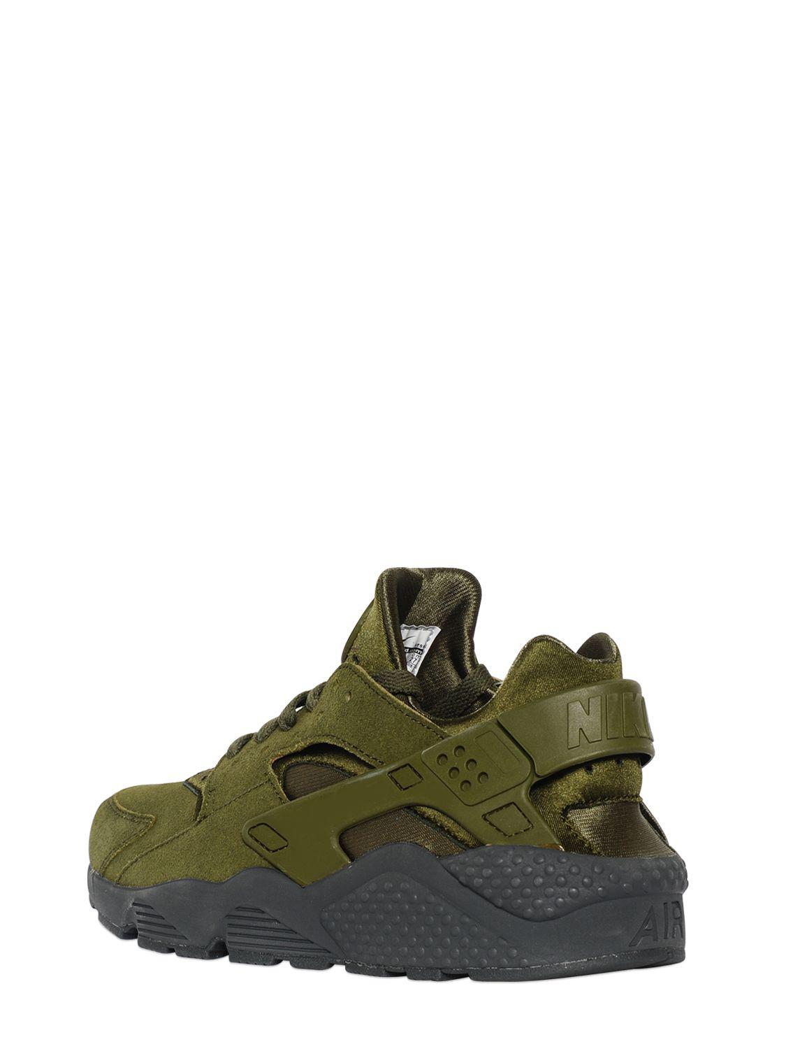 7a3db62c5ac1 Nike Air Huarache Faux Suede Sneakers in Green for Men - Lyst