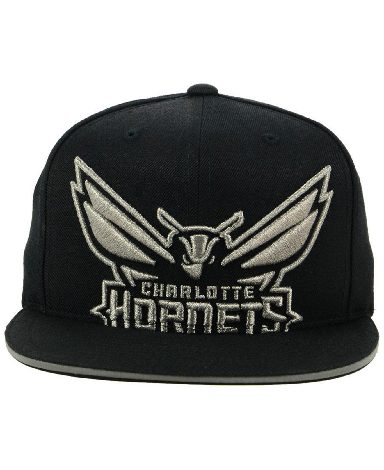 online store 14f3e 664c3 Lyst - Mitchell   Ness Charlotte Hornets Cropped Metallic Snapback ...