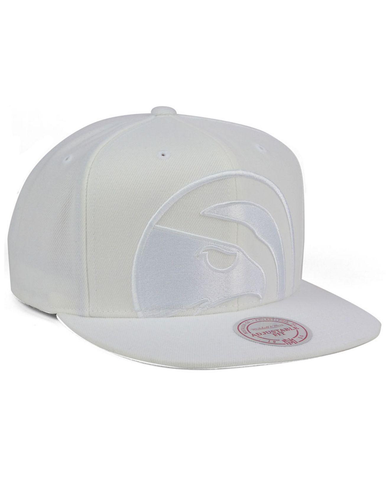 94c2fa1c817 Mitchell   Ness - White Atlanta Hawks Cropped Xl Logo Snapback Cap for Men  - Lyst. View fullscreen