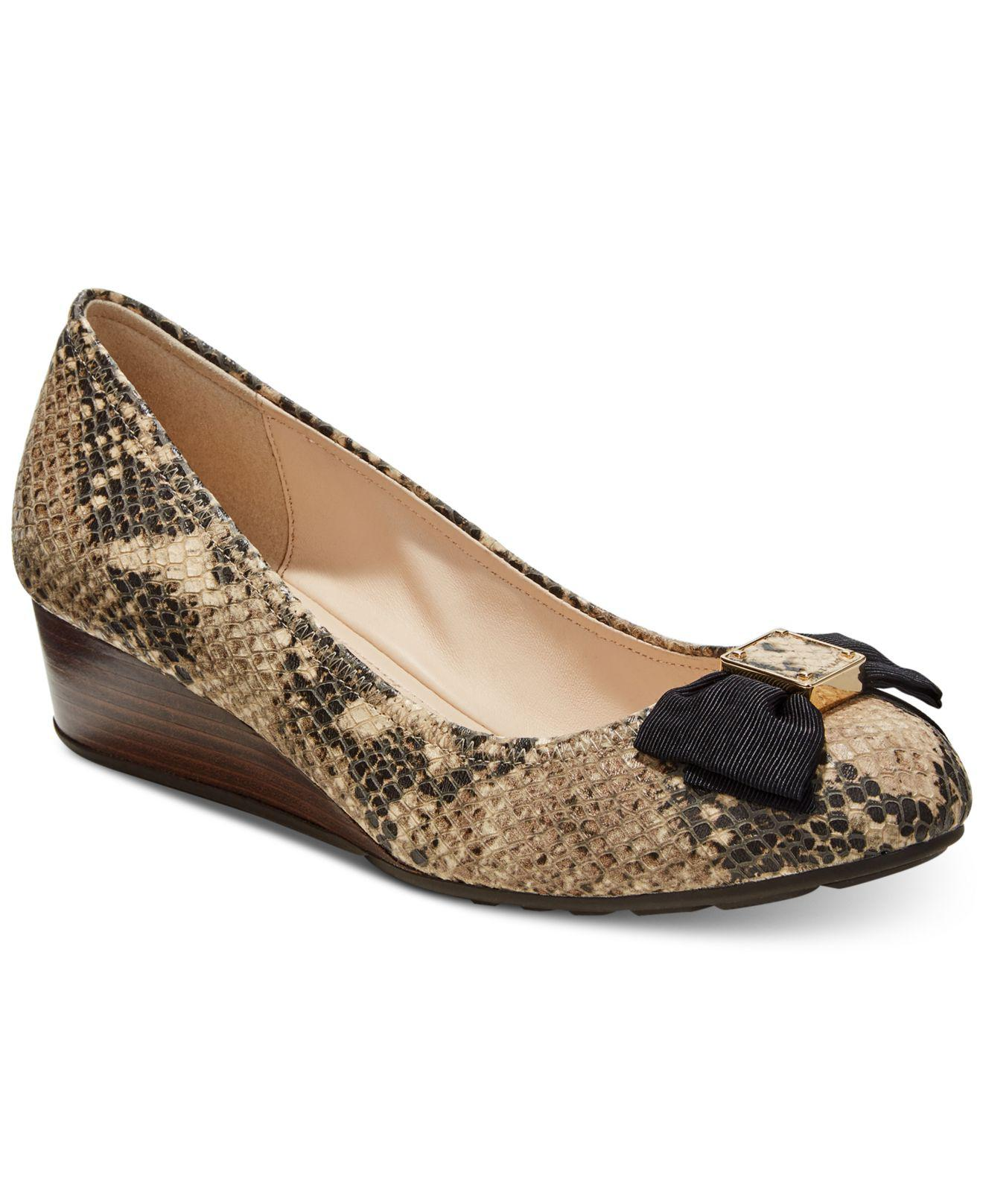 3407f173fc4c Lyst - Cole Haan Tali Grand Bow Wedge Pumps in Natural