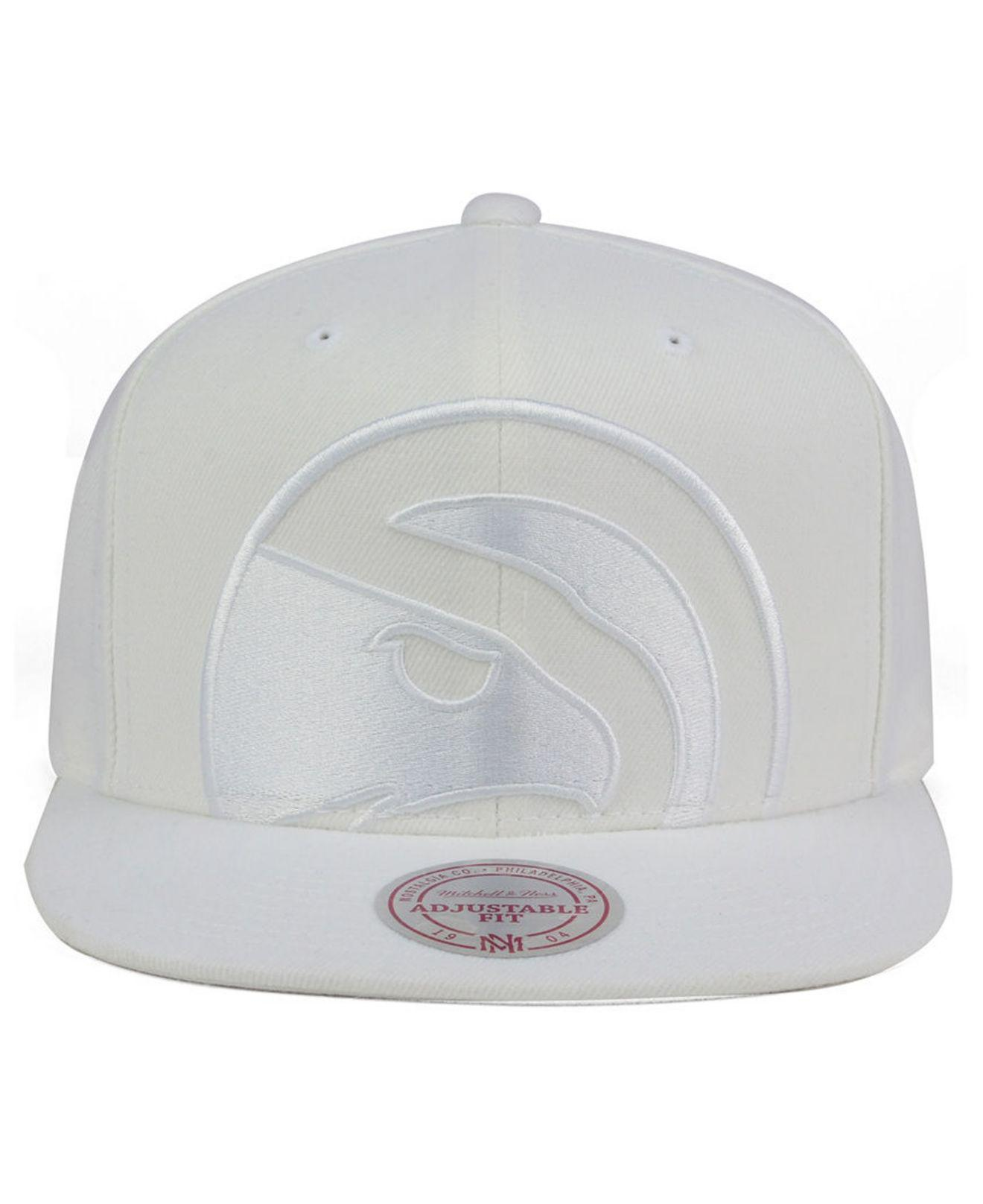 new products fdc83 710af ... promo code lyst mitchell ness atlanta hawks cropped xl logo snapback cap  in white for men