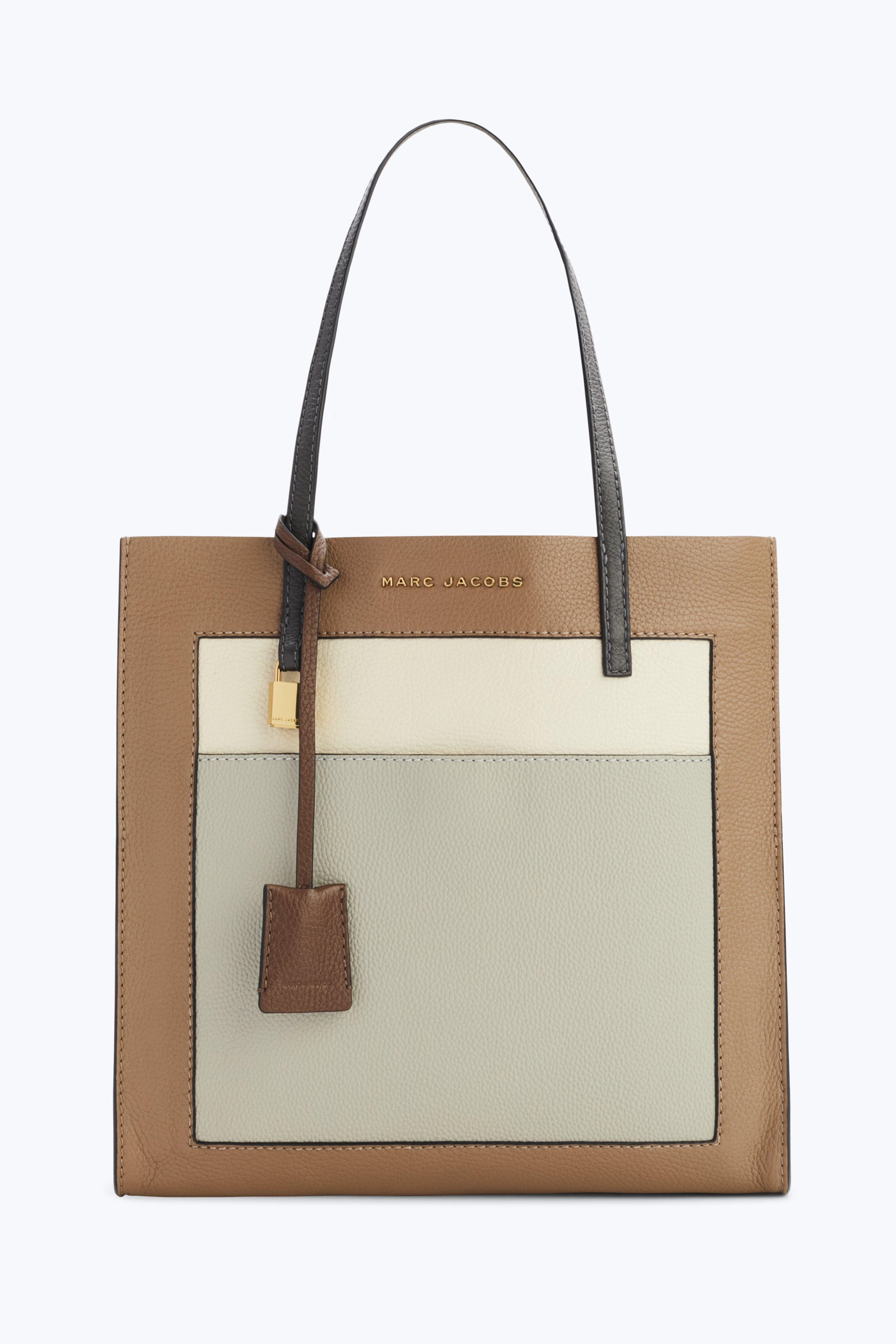 e5cdbf8b1813 Gallery. Previously sold at  Marc Jacobs · Women s Shopper Bags