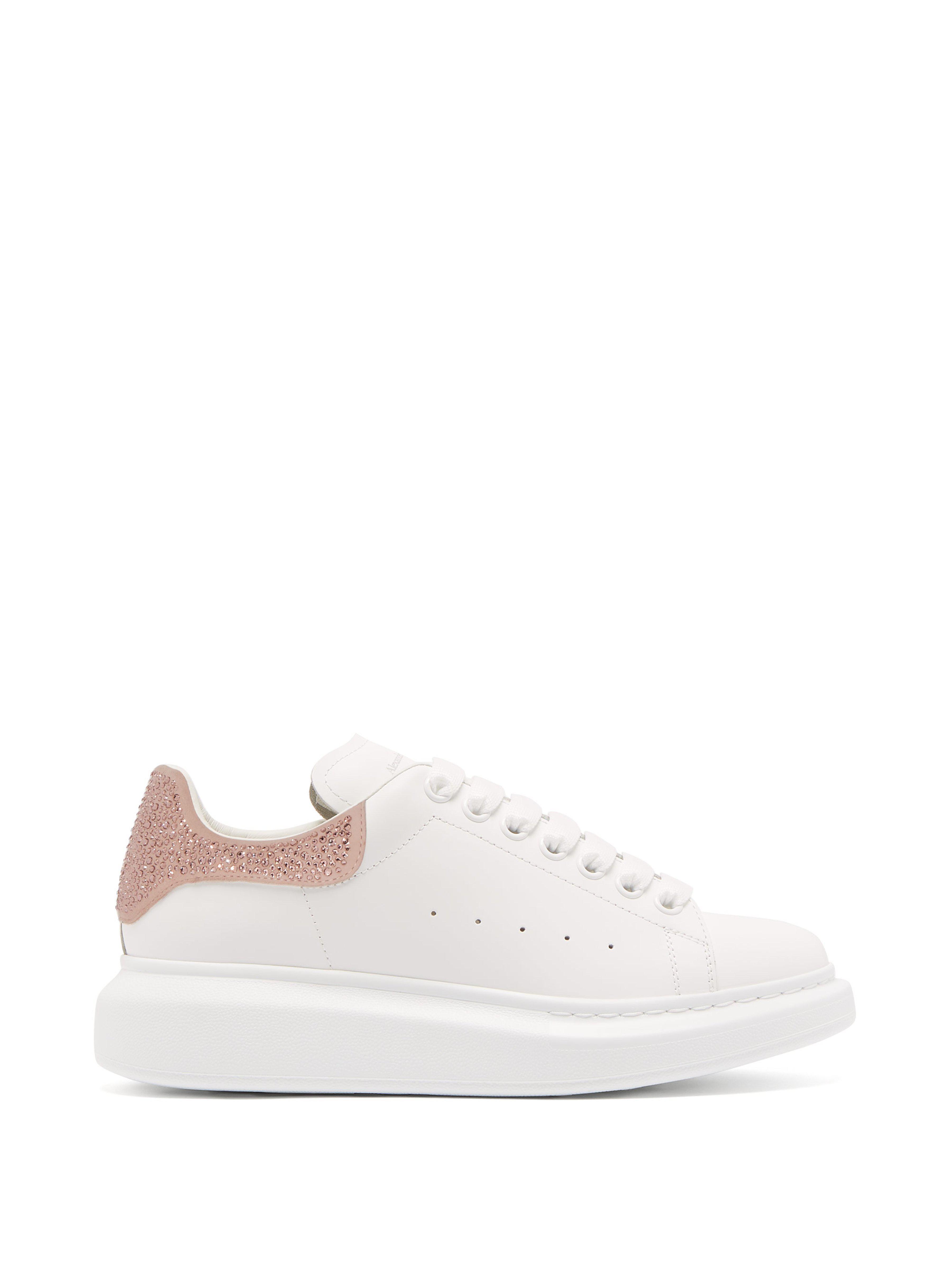 Lyst - Baskets basses en cuir blanc à ornement Alexander McQueen en ... c0d14e075a9