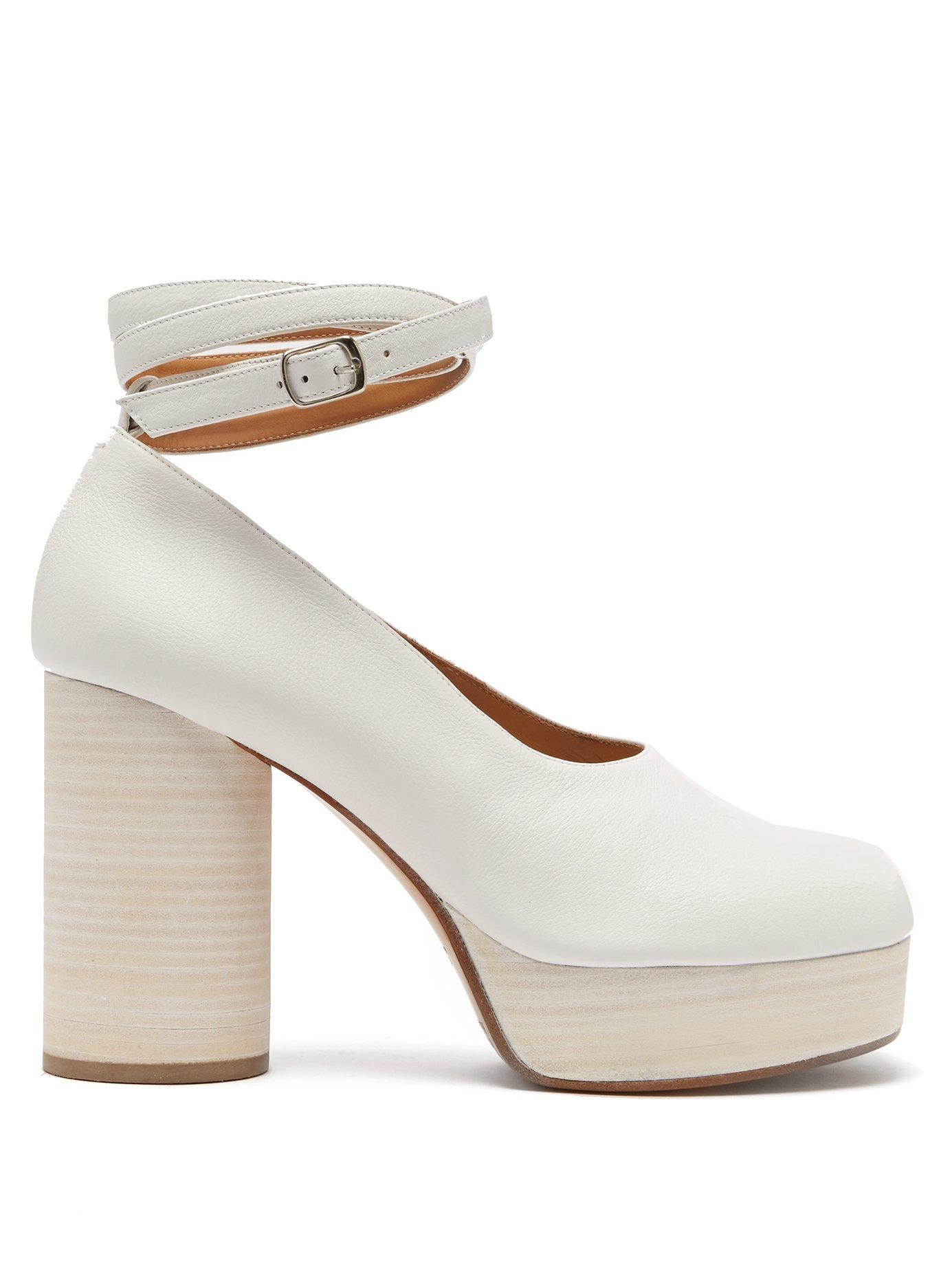 f5bf9e4ce69b Maison Margiela Tabi Ankle Tie Leather Pumps in White - Lyst