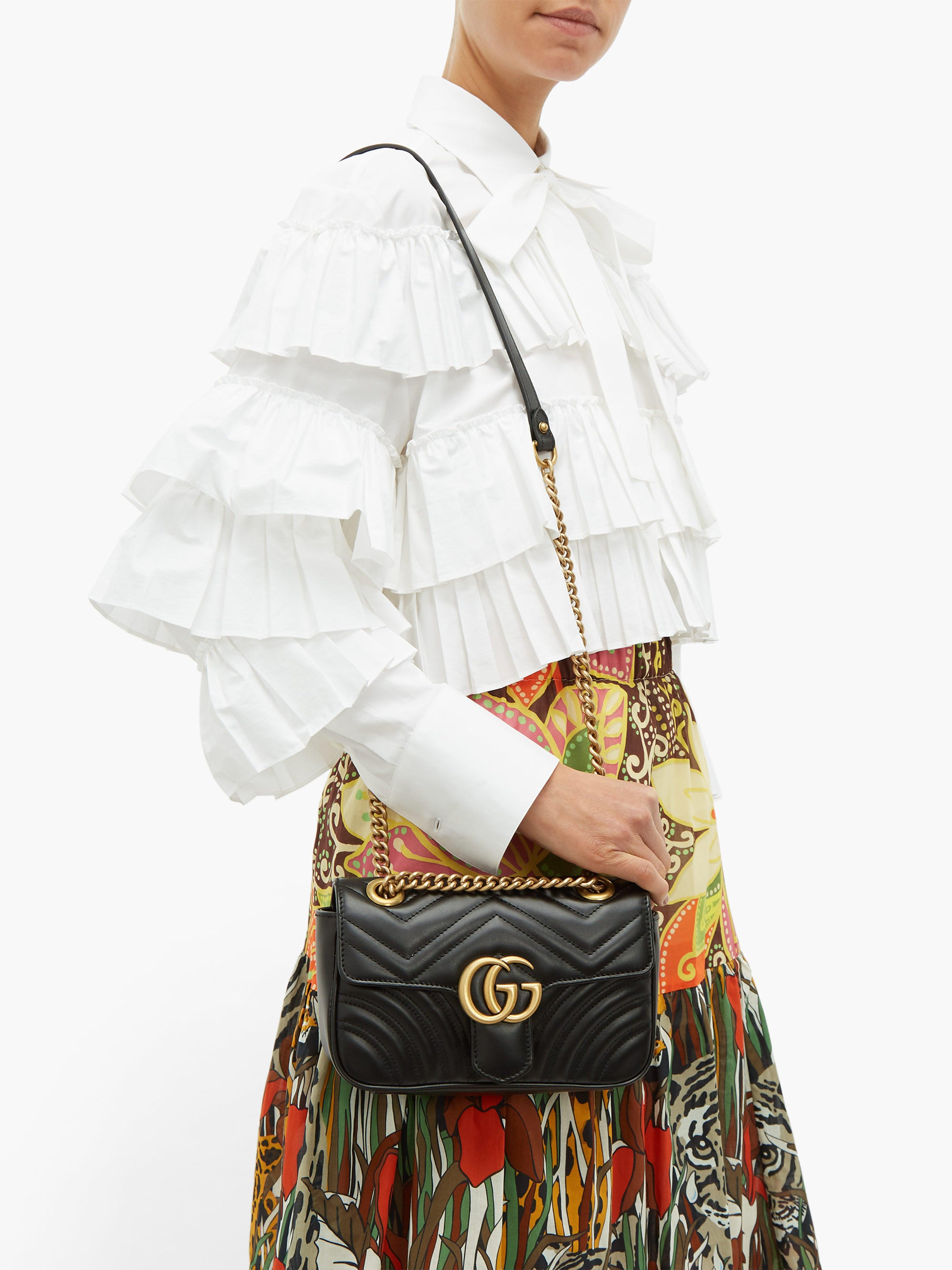 c8aab2482a Gucci - Black Sac bandoulière en cuir matelassé GG Marmont mini - Lyst.  Afficher en plein écran